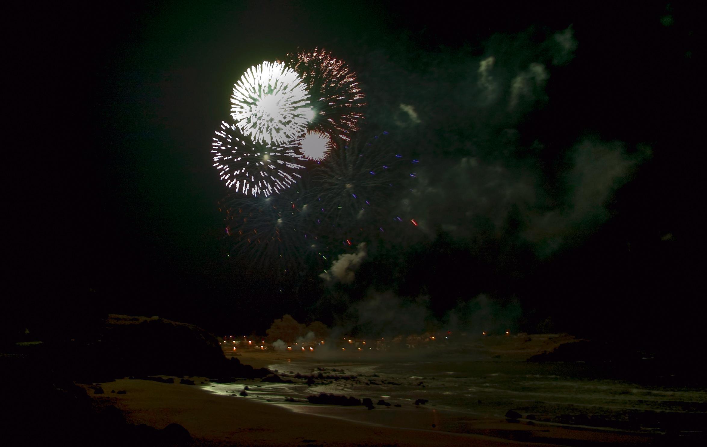 Foto playa La Espasa. Fuegos artificiales en La Isla