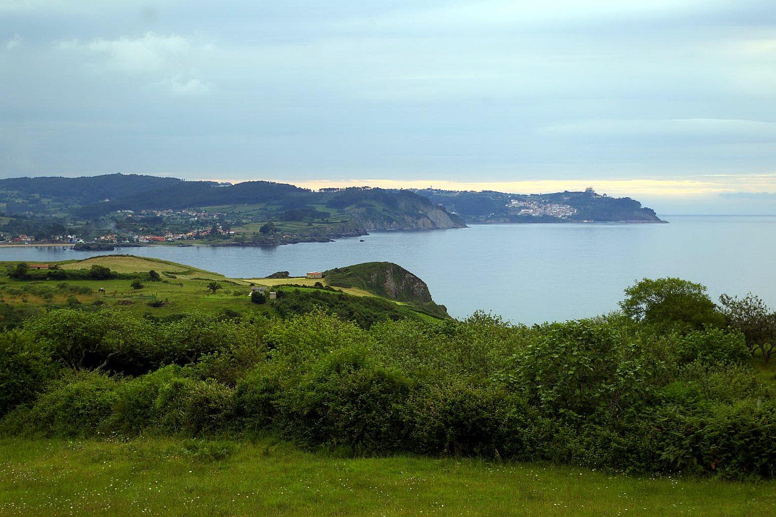Foto playa Beciella / Barciella. Panoramica desde Arenal de Moris, Costa Verde, Caravia, Asturias, Spain