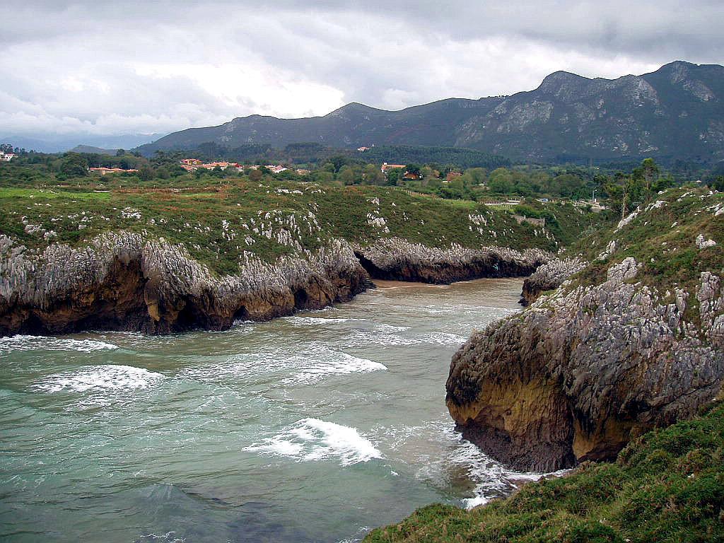 Foto playa Guadamía / Aguamía. Acantilados de Guadamia, Ribadesella, Asturias