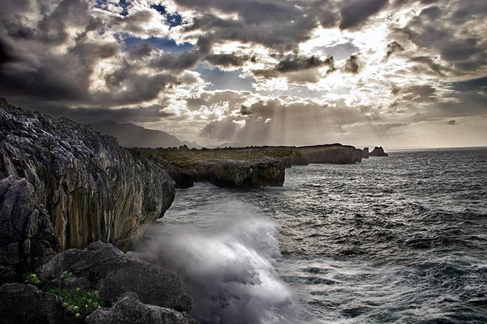 Foto playa Cuevas del Mar. Erosion (San Antonio, Llanes)