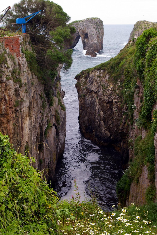 Foto playa Gulpiyuri. Acantilados y cañón de Villahormes, LLanes, Asturias
