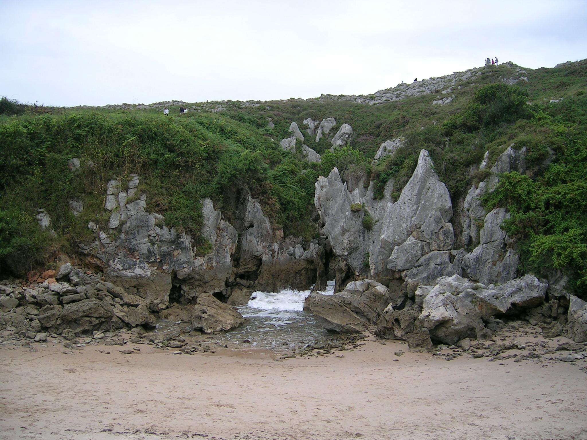 Foto playa Gulpiyuri. Playa de Gulpiyuri