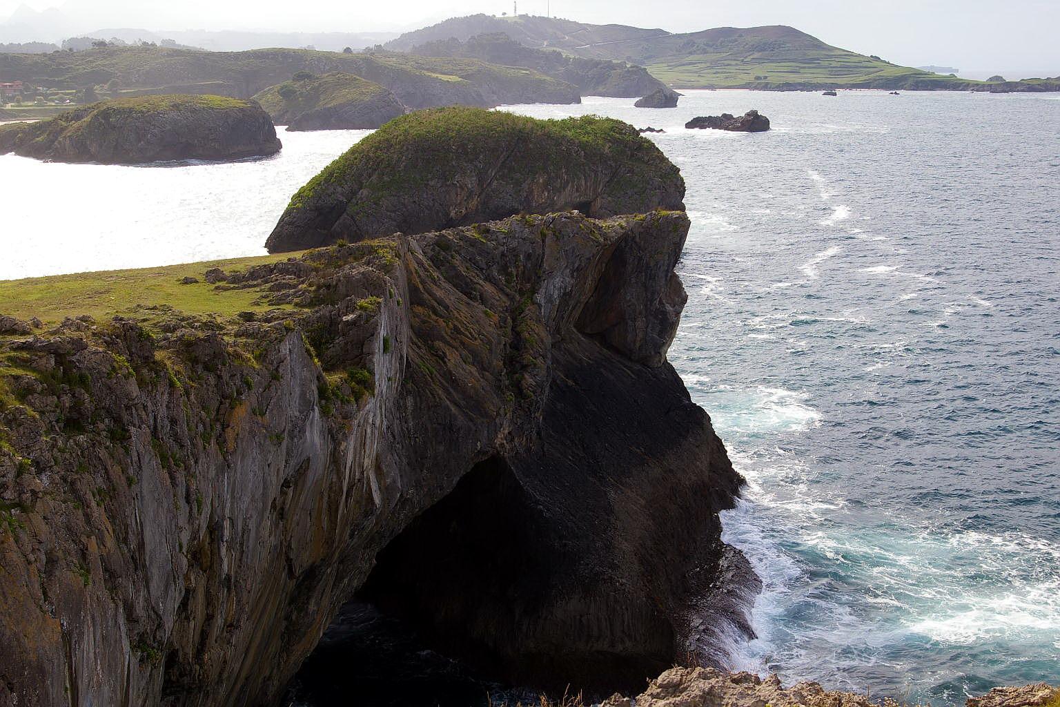 Foto playa Palombina. El Rostro de Cristo, Acantilados del Borizo, Barro, LLanes, Asturias