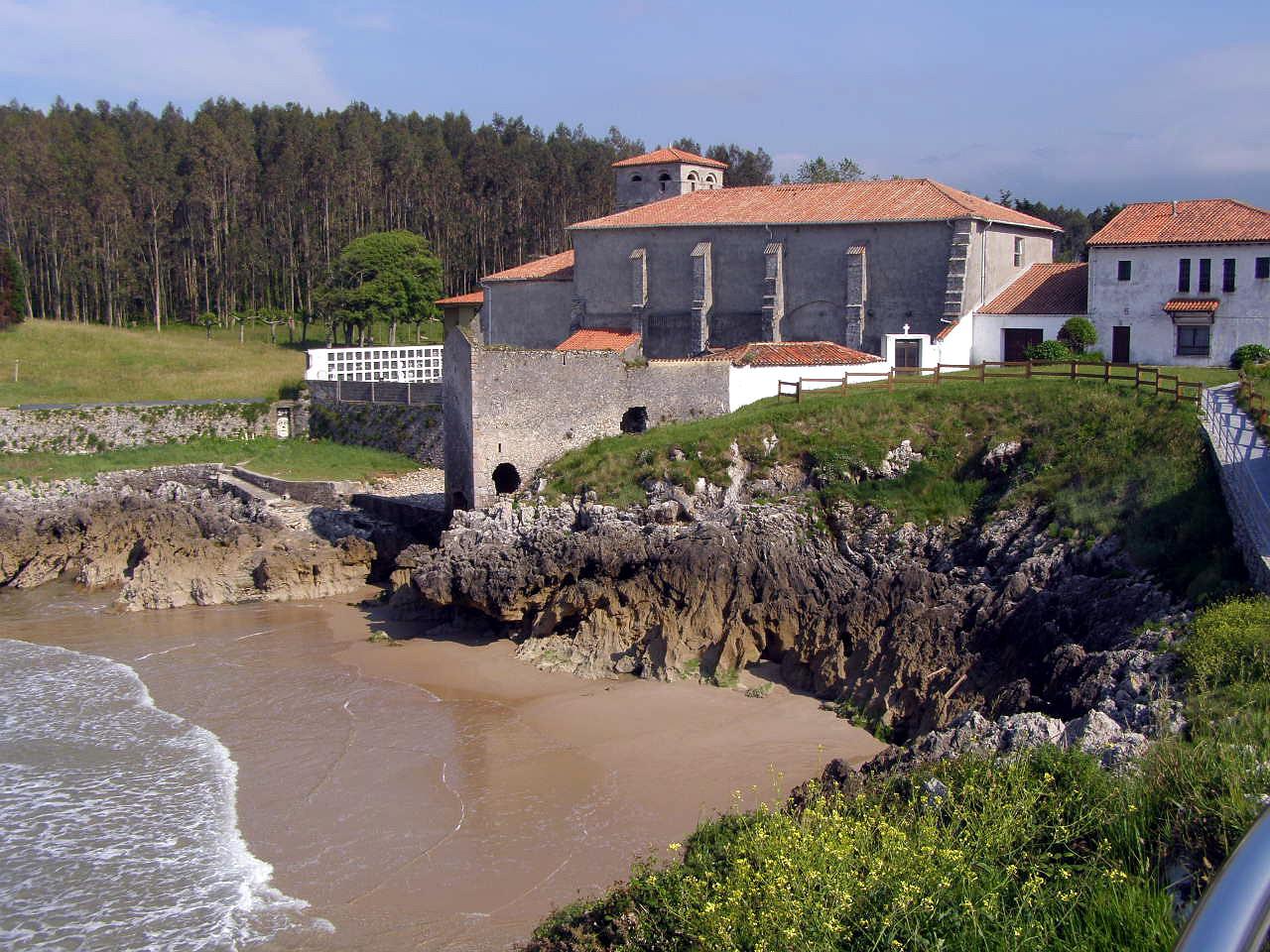 Foto playa Borizo / Borizu. Monasterio y Playa de la Camara o de los Frailes, Celorio, LLanes, Asturias
