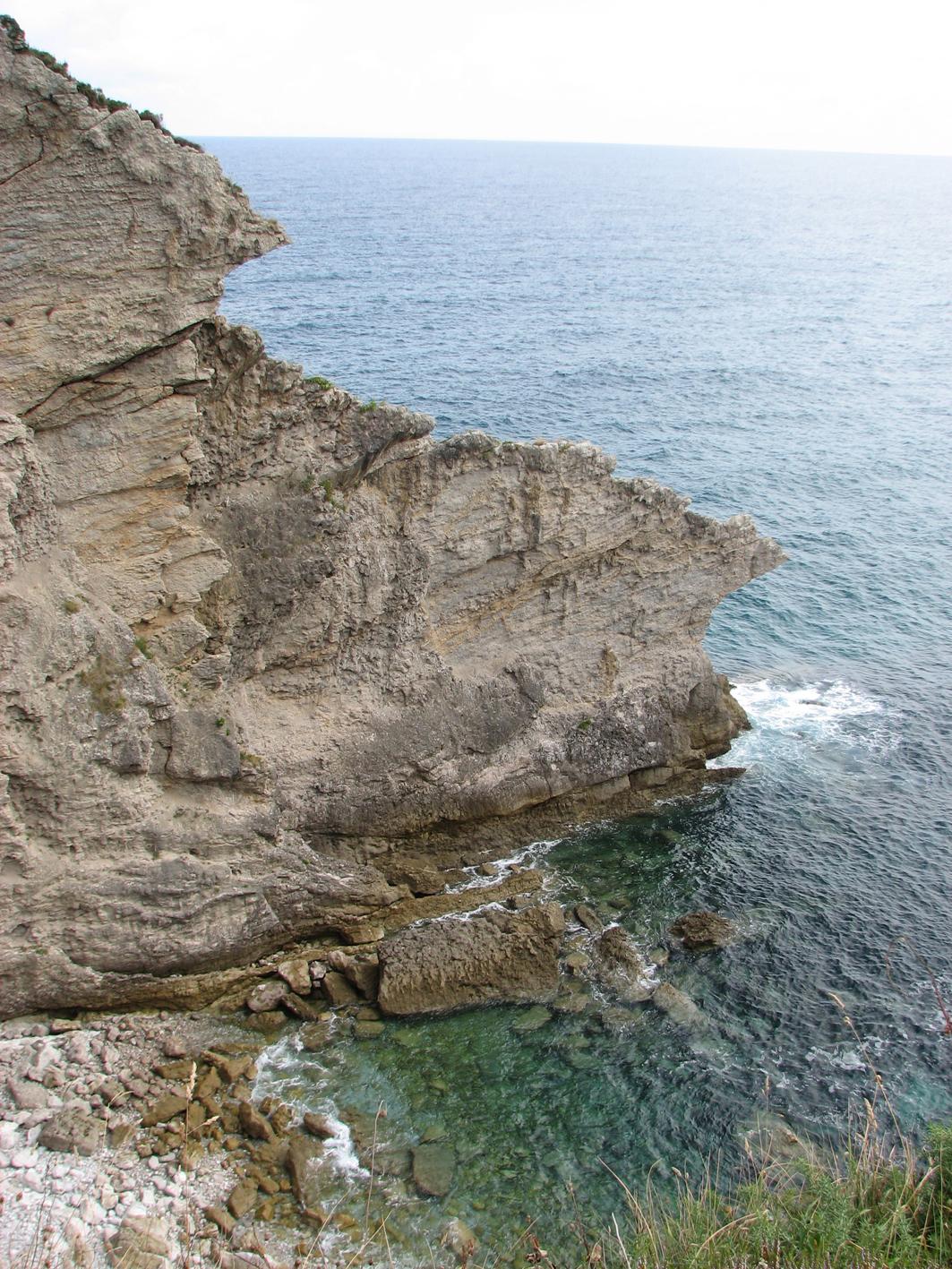 Foto playa La Talá / Naranxu. Pared de caliza en La Nao, Llanes. Principado de Asturias.