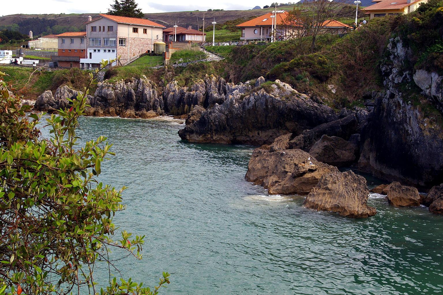 Foto playa Portiellu de Cué. Playa de Puerto Chicu, Llanes, Asturias, España