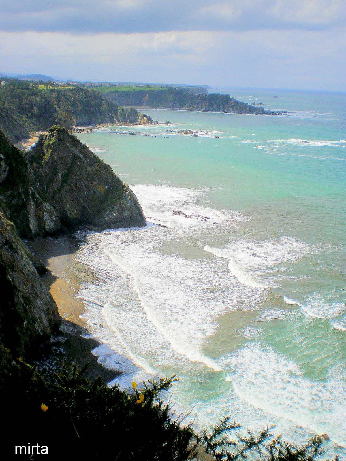 Foto playa Ballota. Costa desde Tablizo