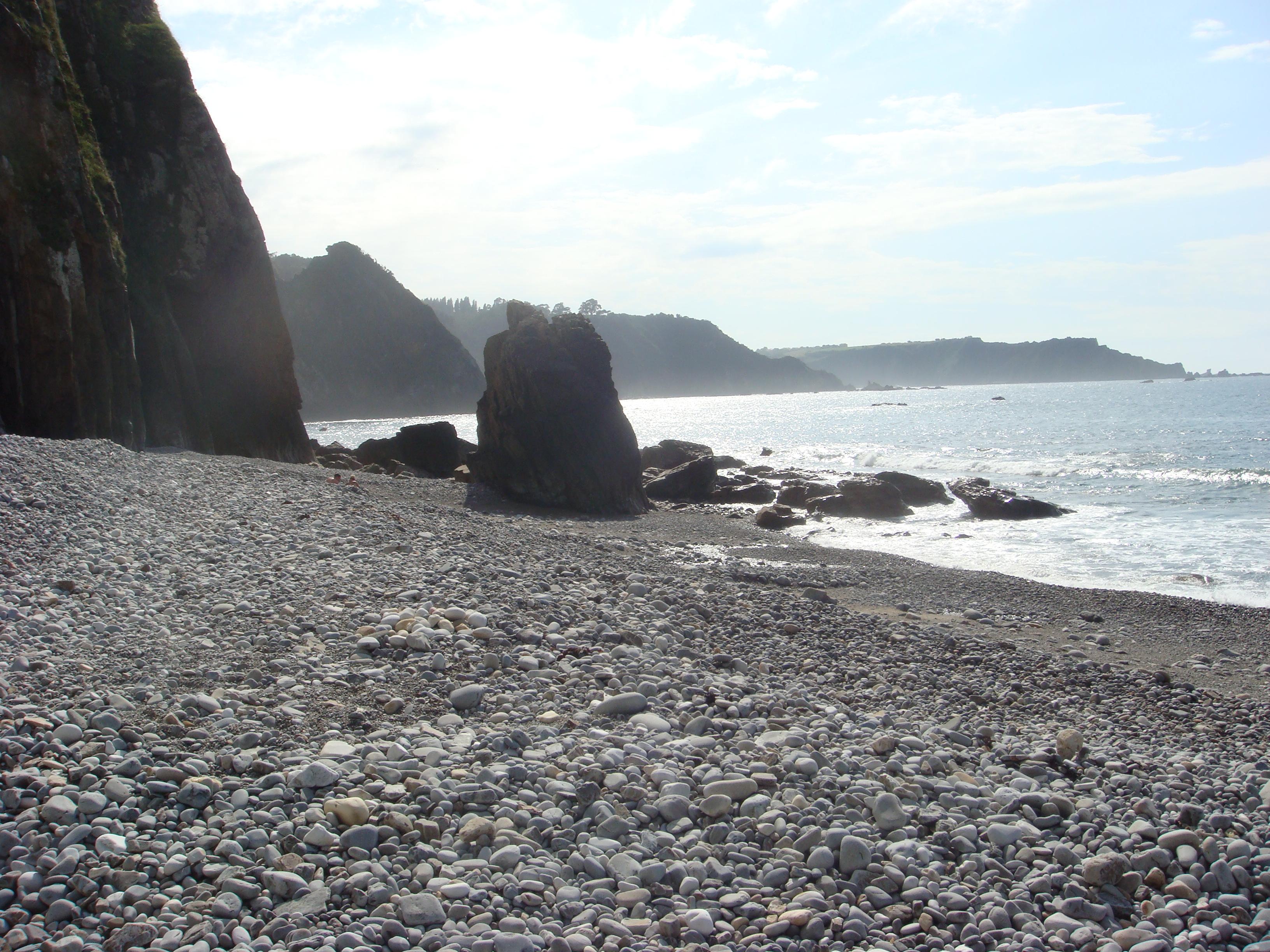 Foto playa Ballota. Vista de la playa de Río Cabo