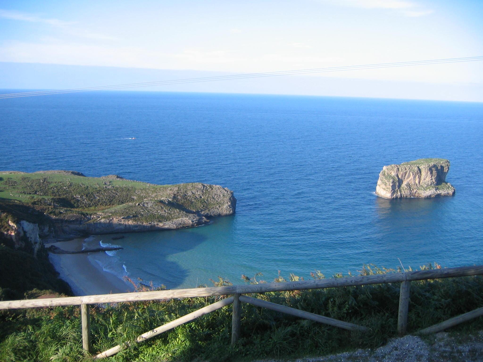 Foto playa Andrín. Playa Ballota