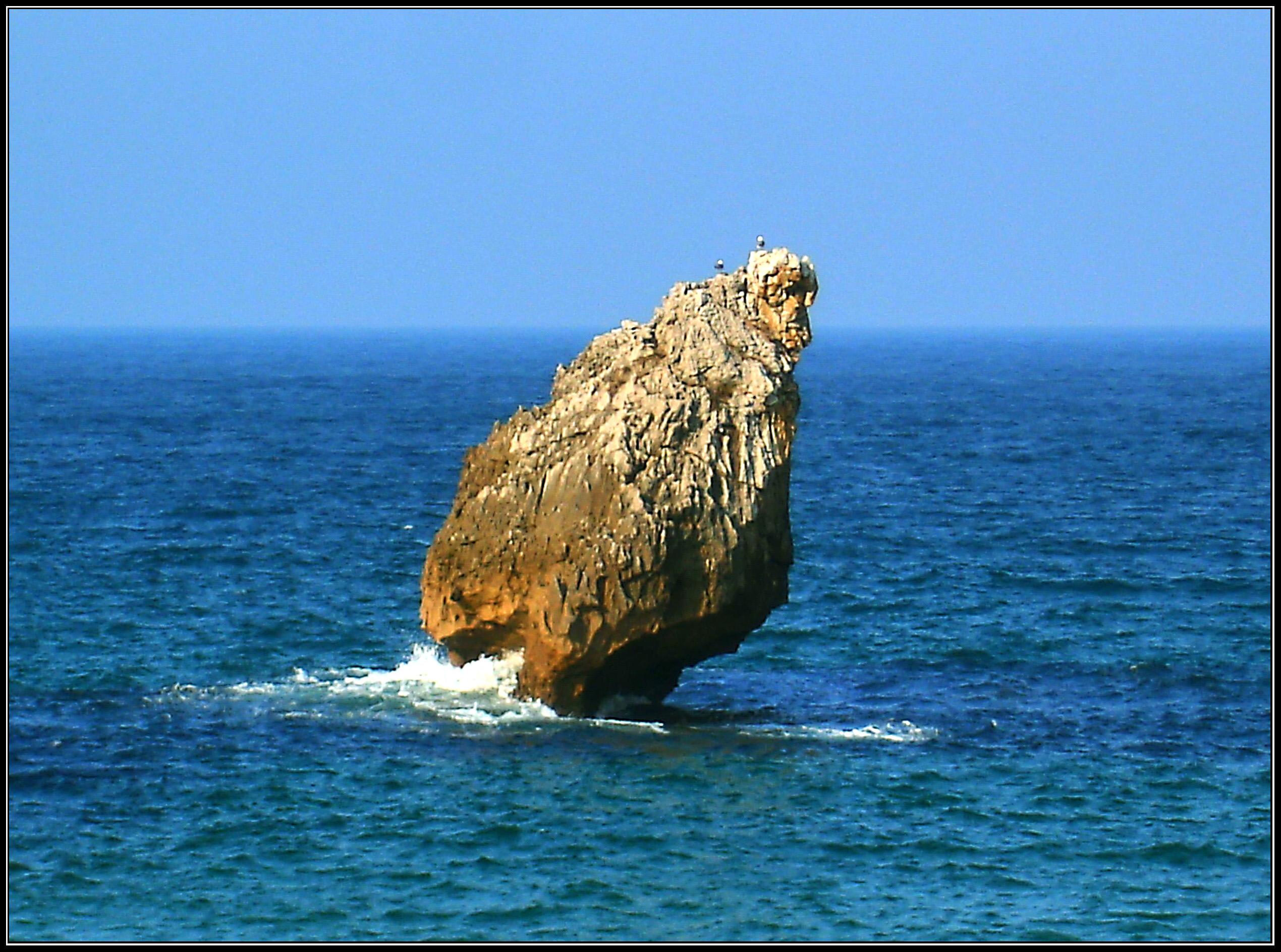 Foto playa Buelna / Arenillas. Roca en  Buelna. Asturias.
