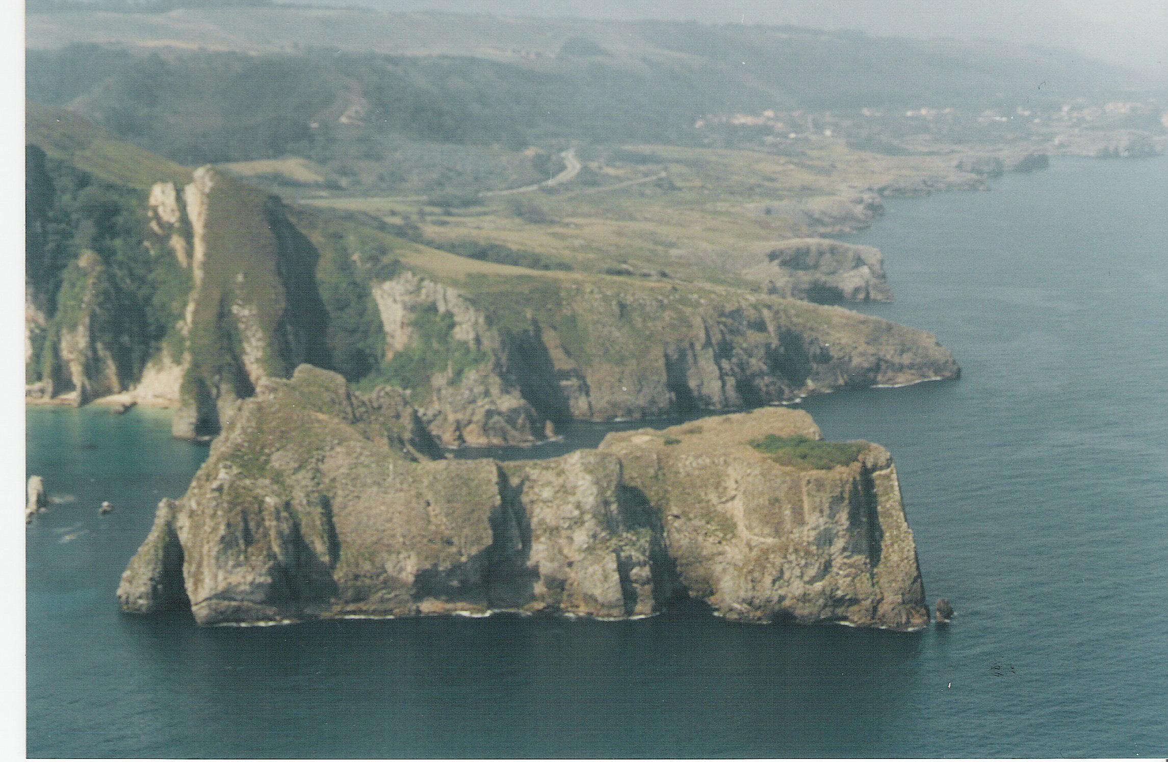Foto playa La Acacia / Las Gaviotas / Jorconera. castro de La Franca desde el aire