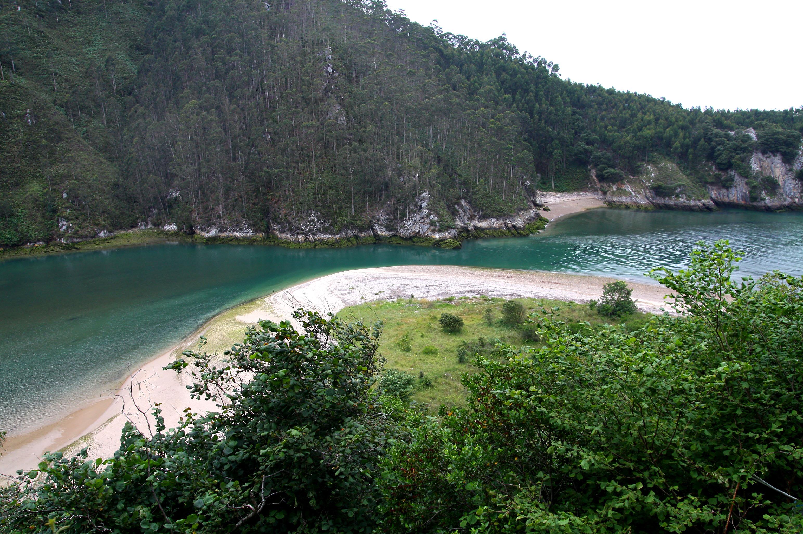 Foto playa Aramal. Estrecho en tina mayor