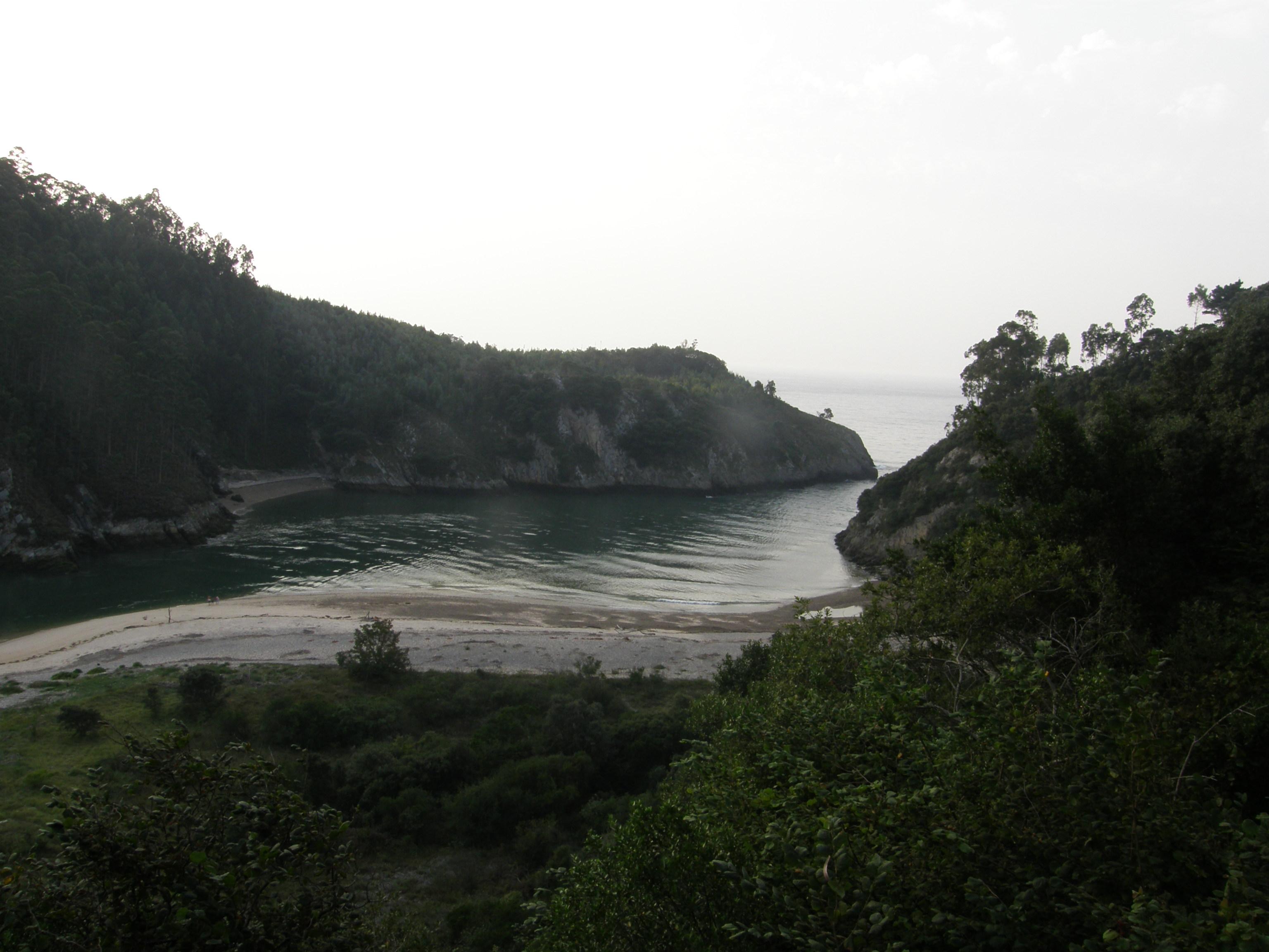 Foto playa Aramal. Ría de Tina Mayor (I-Asturies, D-Cantabria)