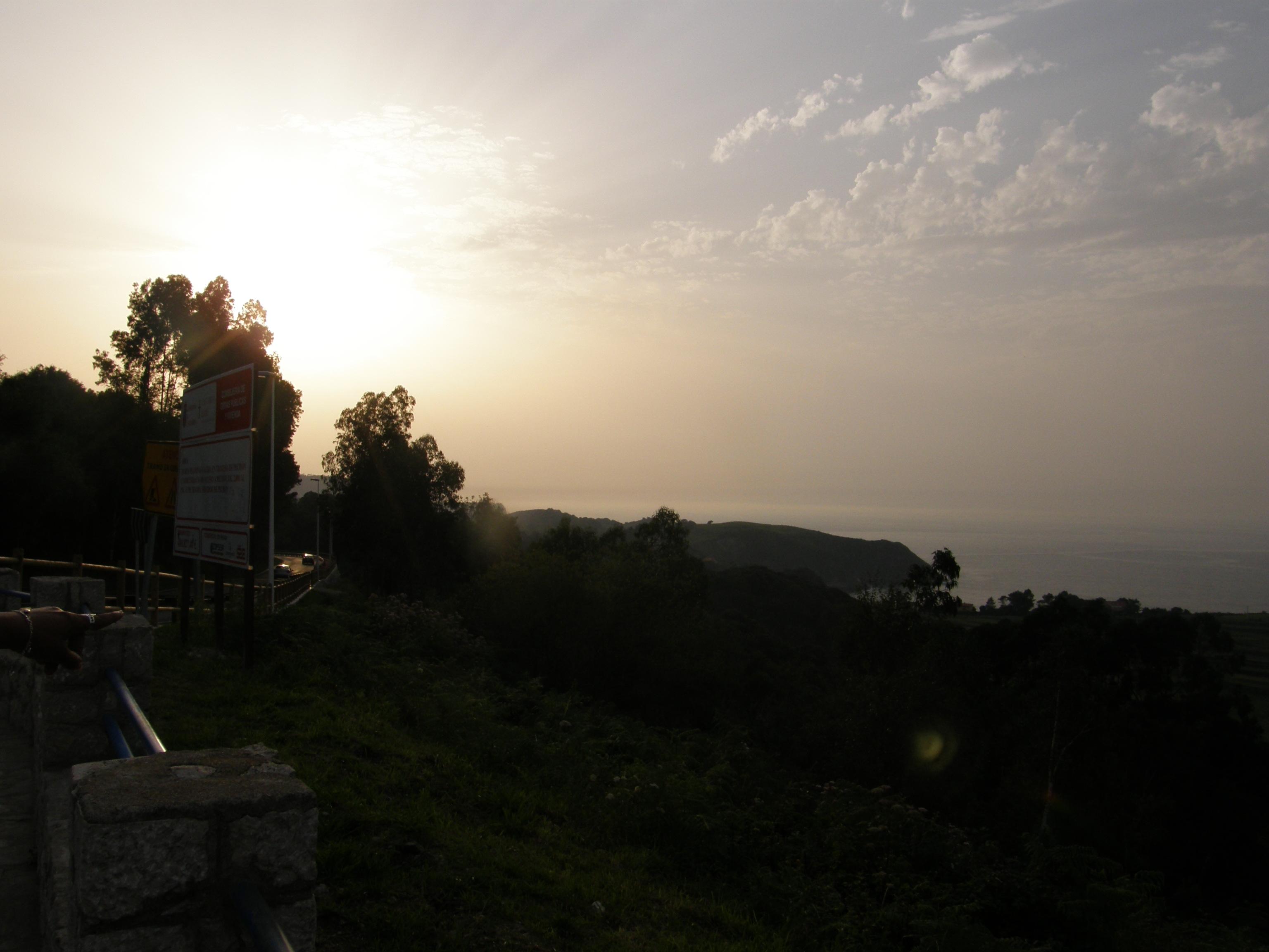 Foto playa El Sable. Puesta de sol cerca de Pechón con Asturies al fondo