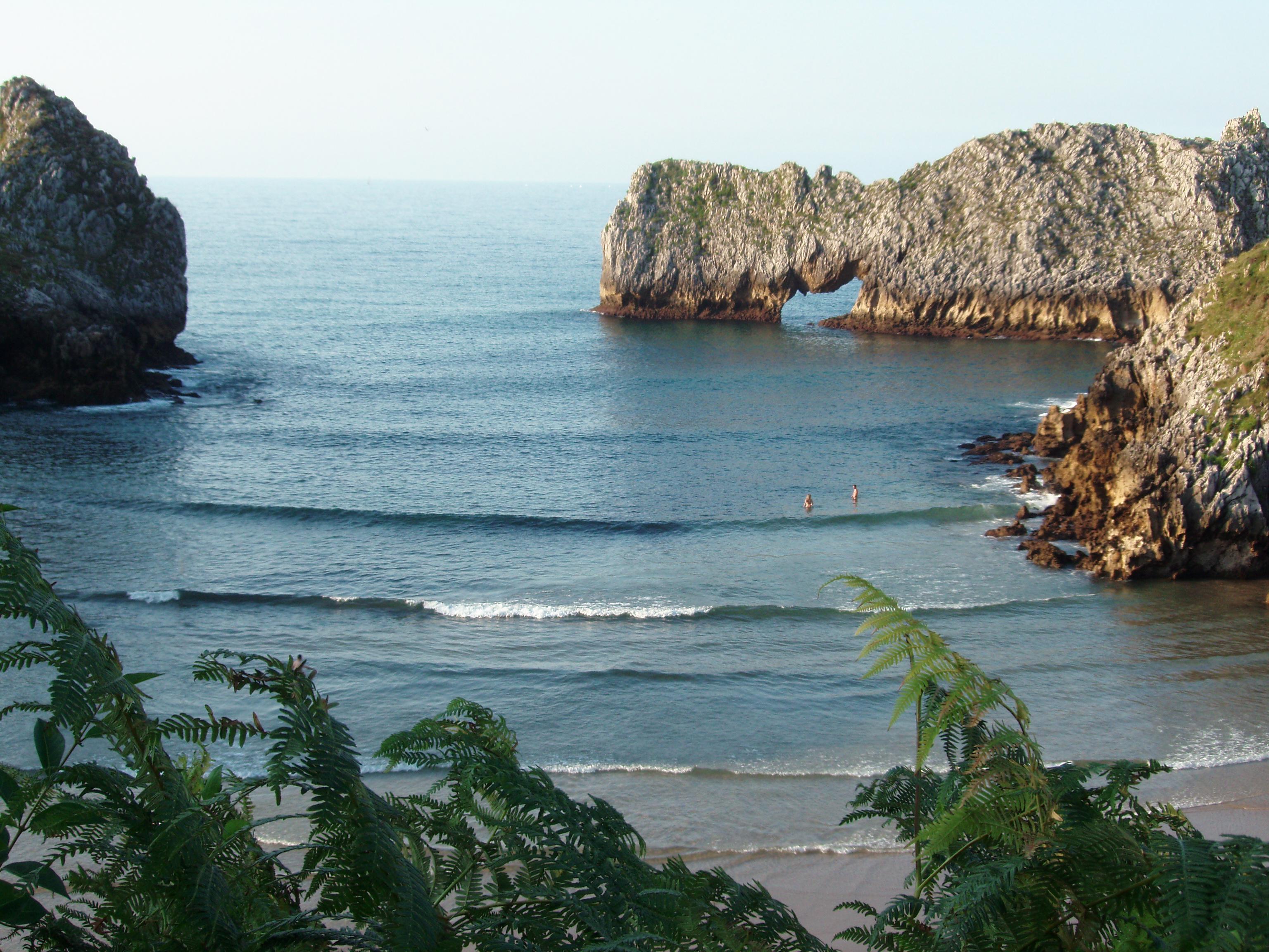 Foto playa Barnejo / Berellín. PLAYA DE PRELLEZO- CANTABRIA