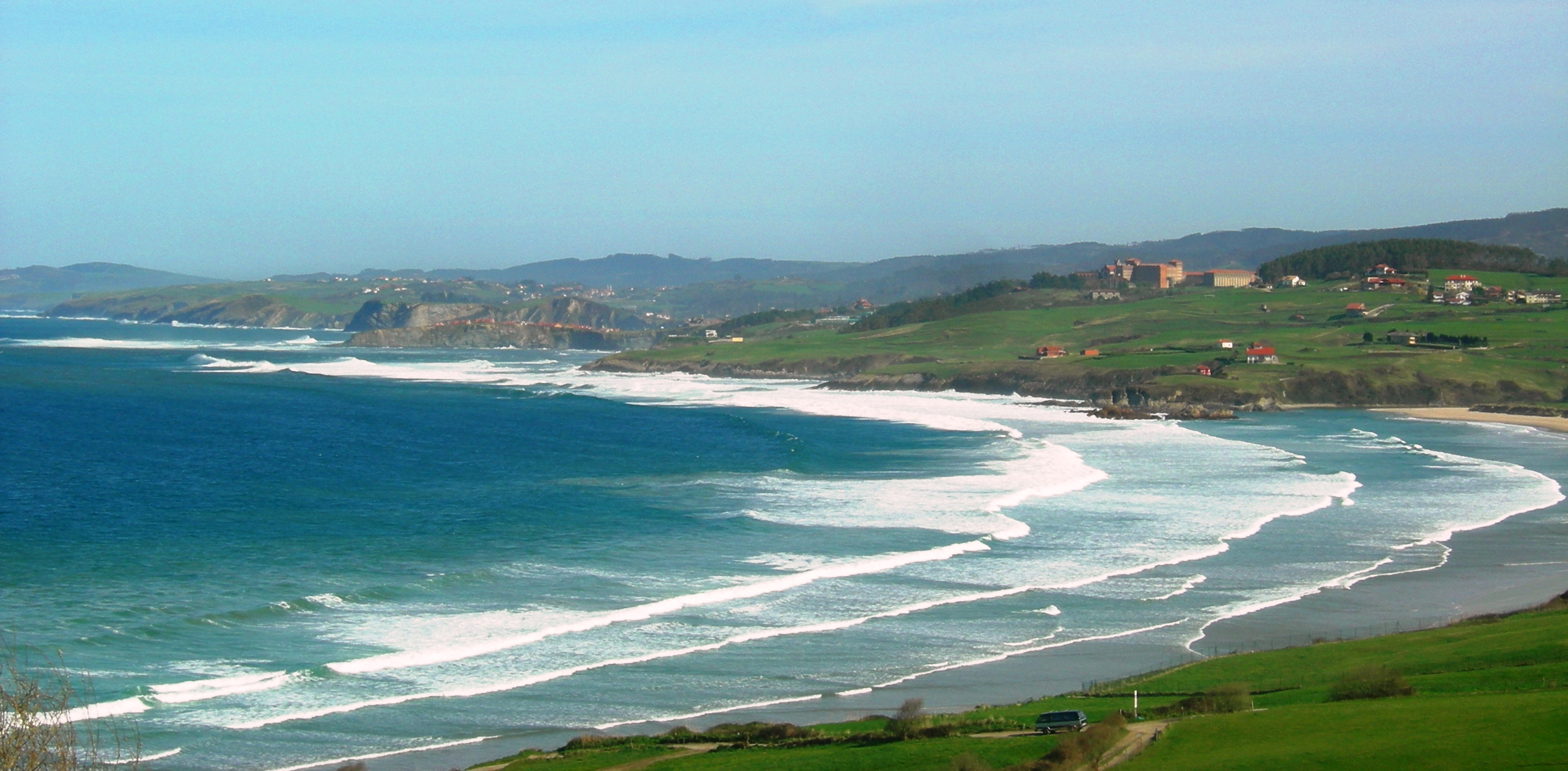 Foto playa Oyambre. Playa de Oyambre (al fondo, Comillas)
