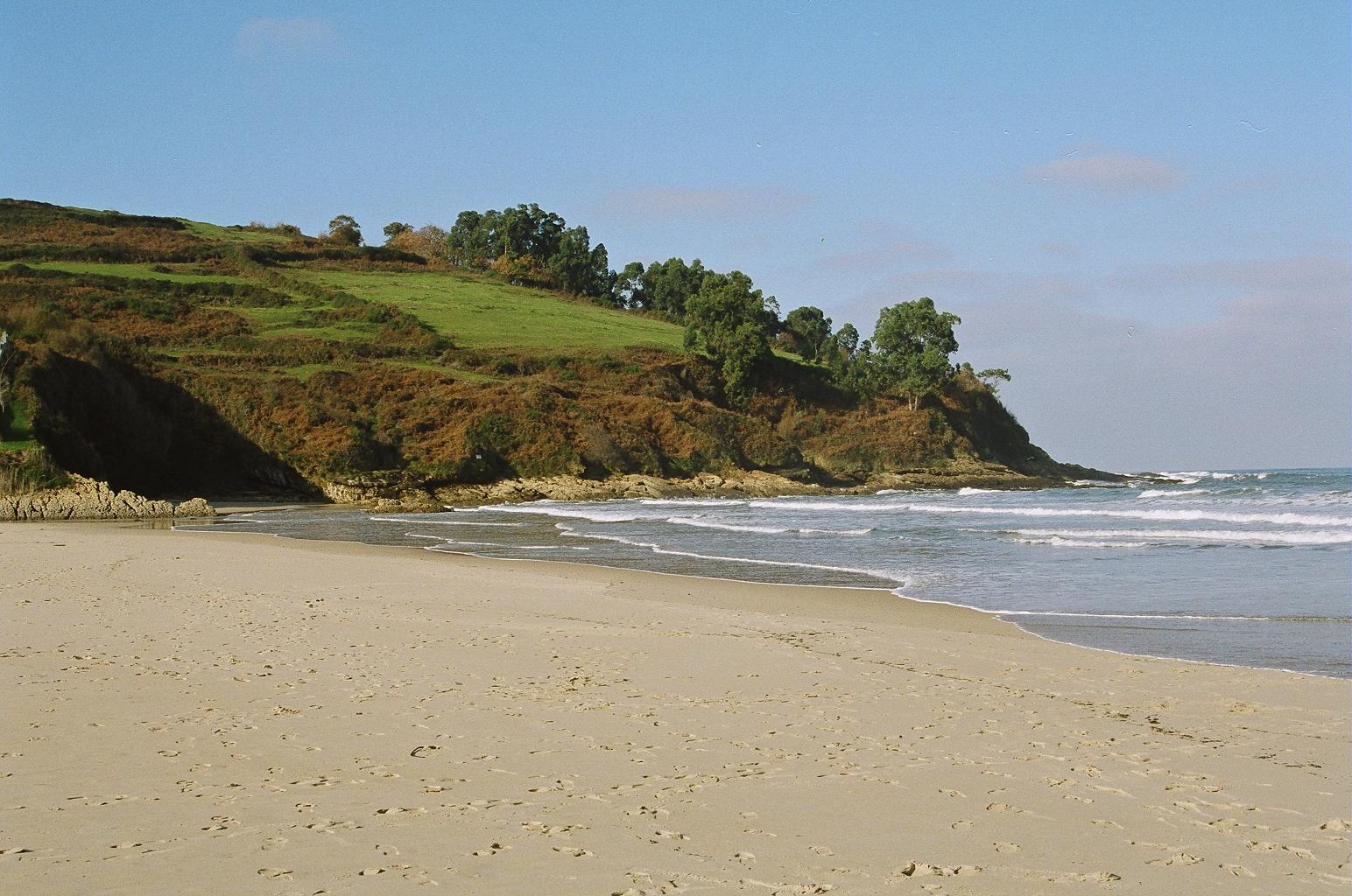 Foto playa Luaña / Cóbreces. PLAYA DE LUAÃ'A CON MAREA BAJA- CANTABRIA