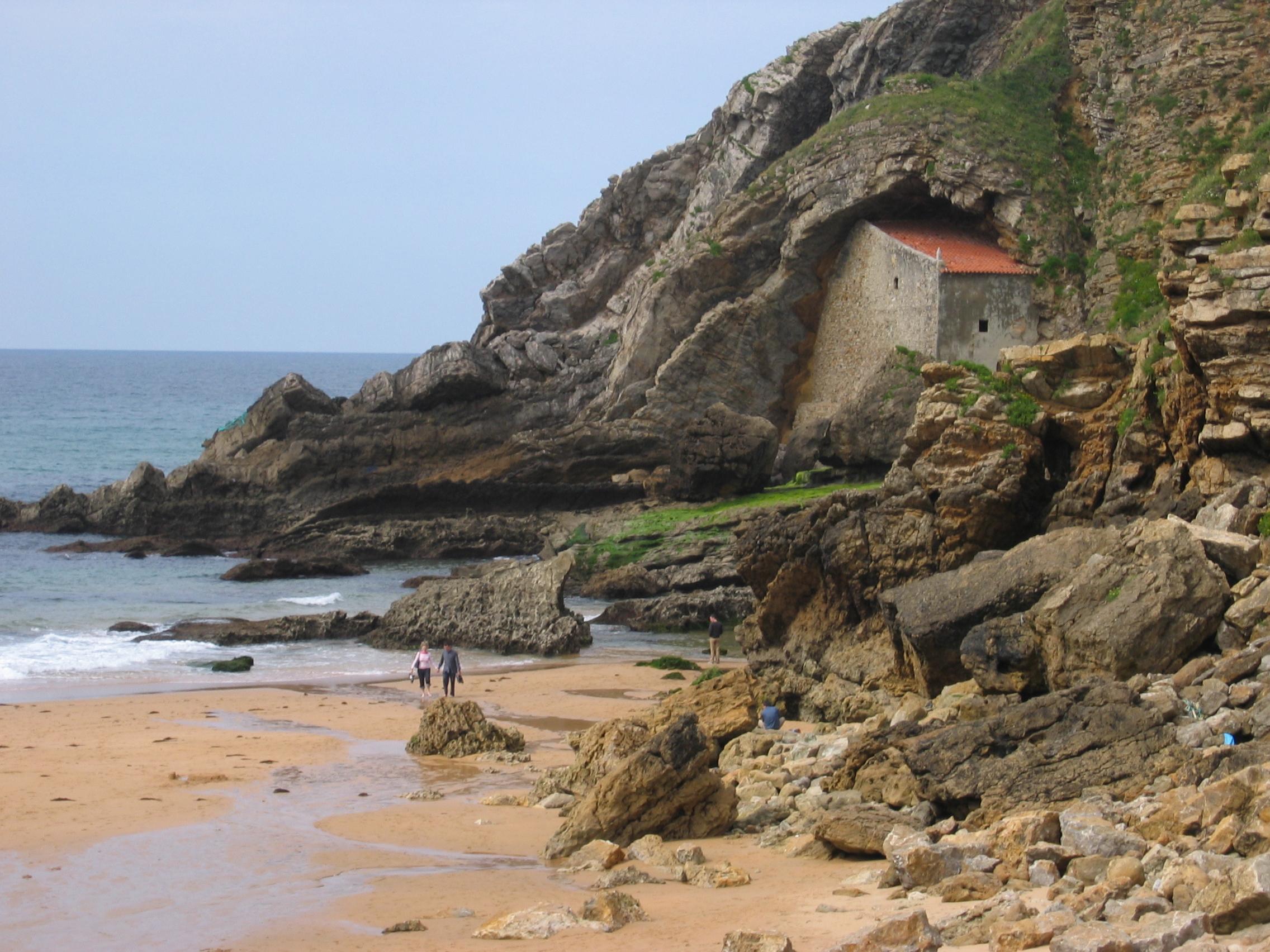 Foto playa Santa Justa. Cantabria - playa y ermita de Santa Justa