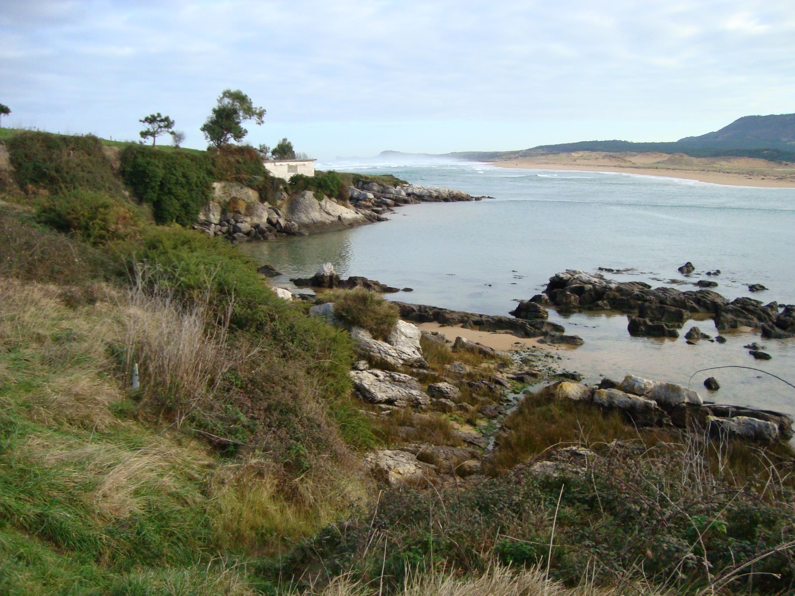 Foto playa Robayera. Rocas de la Ría de Mogro. Miengo. JX3.