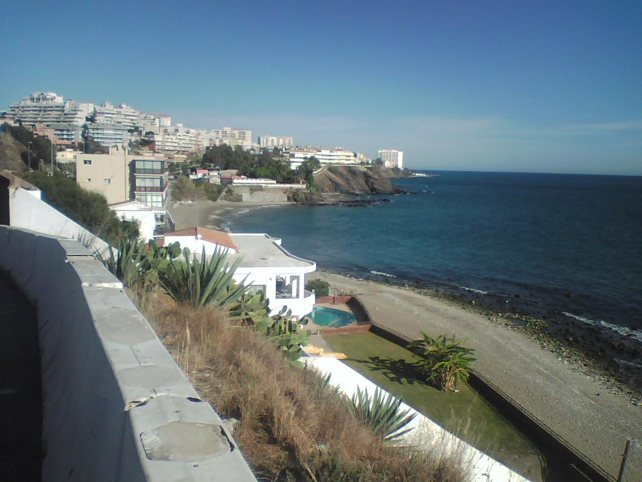 Foto playa Torremuelle. Vista de la costa de Benalmadena