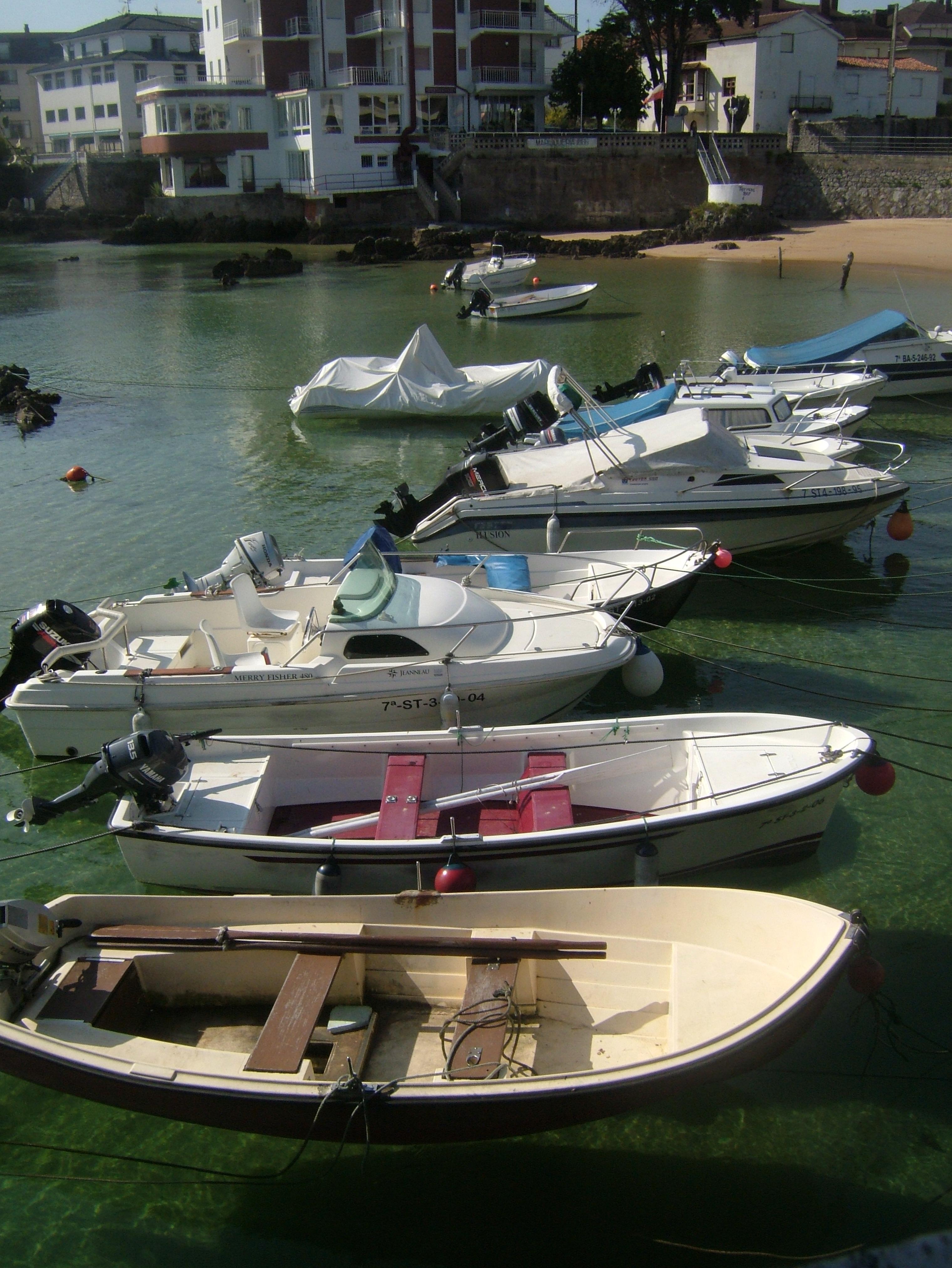 Foto playa Los Barcos. Barcas en la Playa de los Barcos .