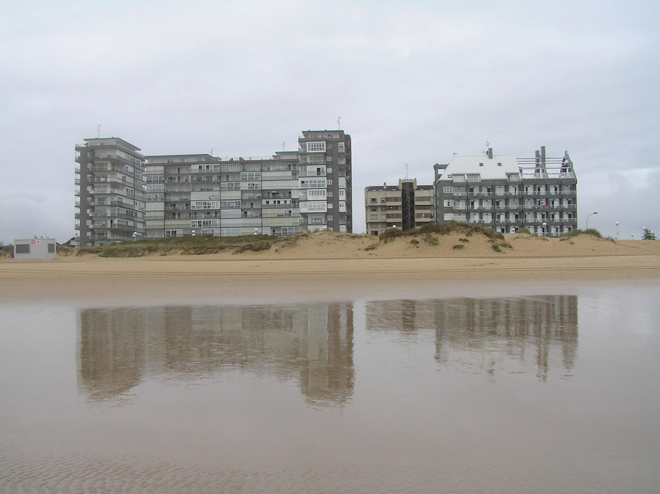 Foto playa Regatón. Reflejos de Laredo