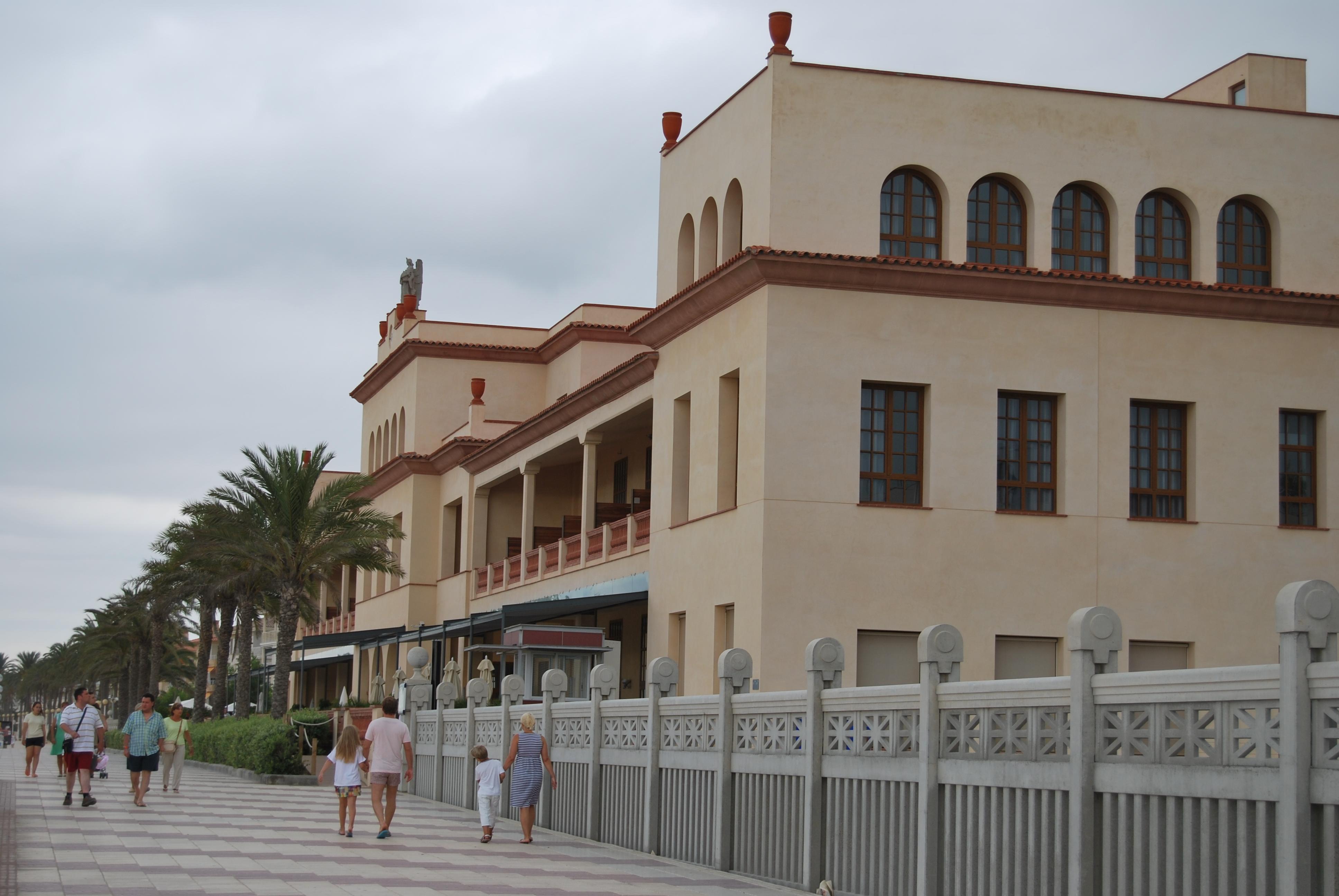Foto playa Les Madrigueres. Sanatorio San Juan de Dios (antiguo)