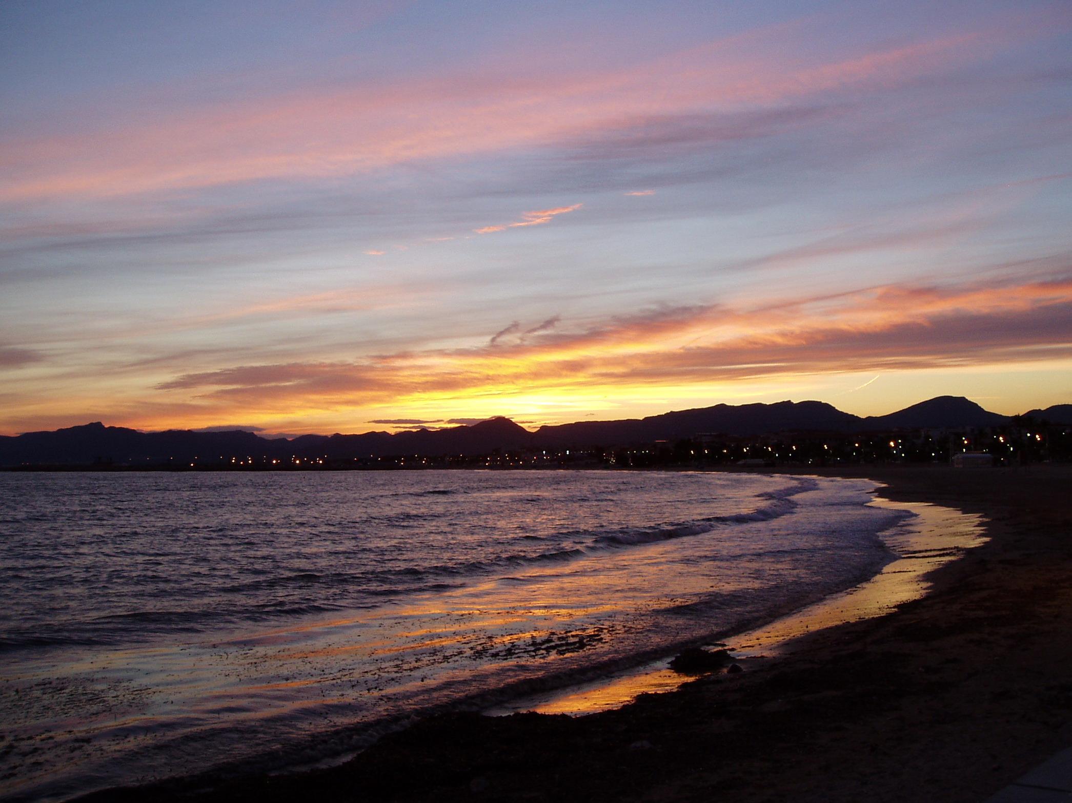 Foto playa El Cavet. La puesta del Sol en Cambrils, Catalunya, 2006
