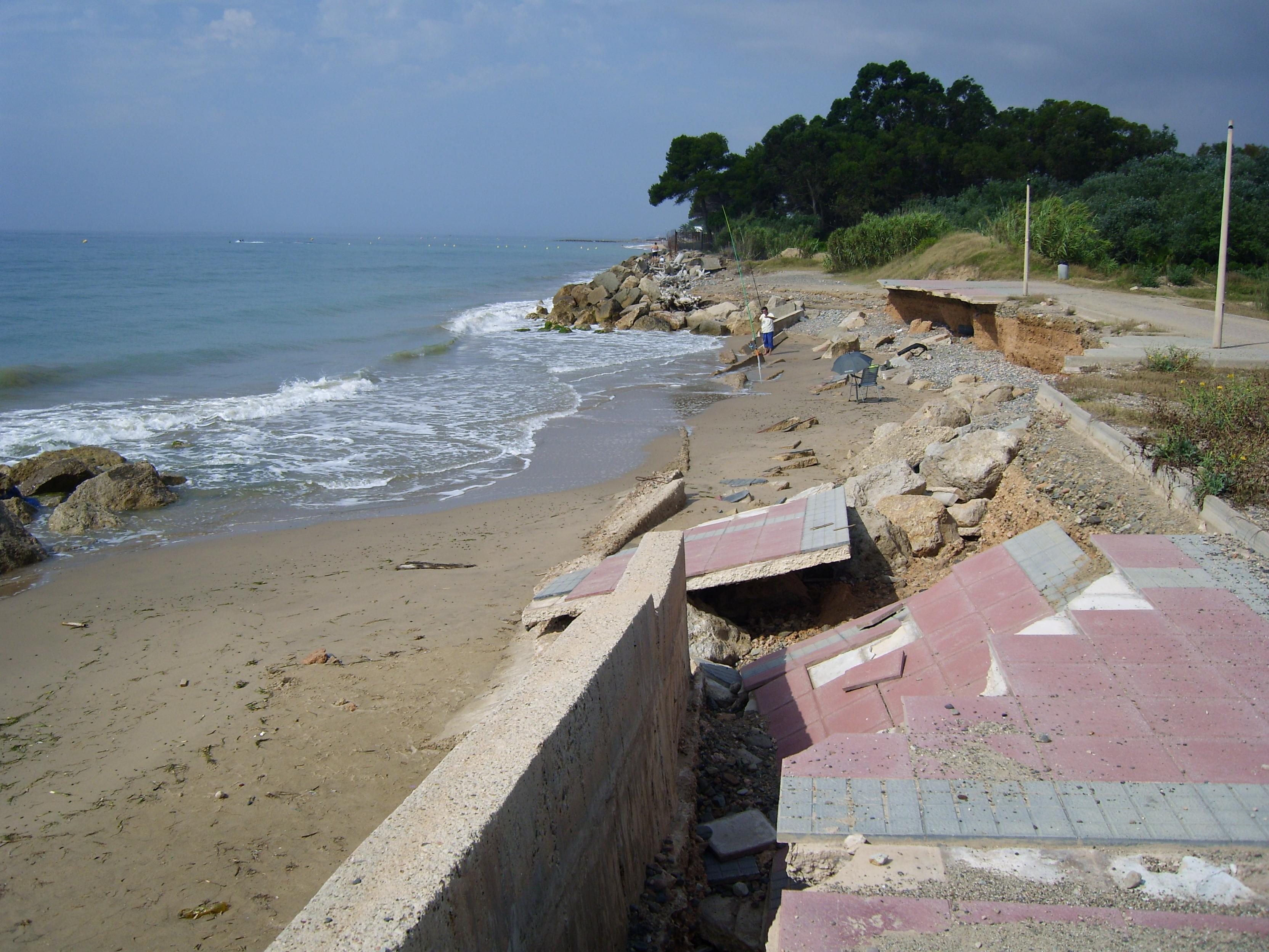Foto playa La Pixerota. El mar se llevó el paseo