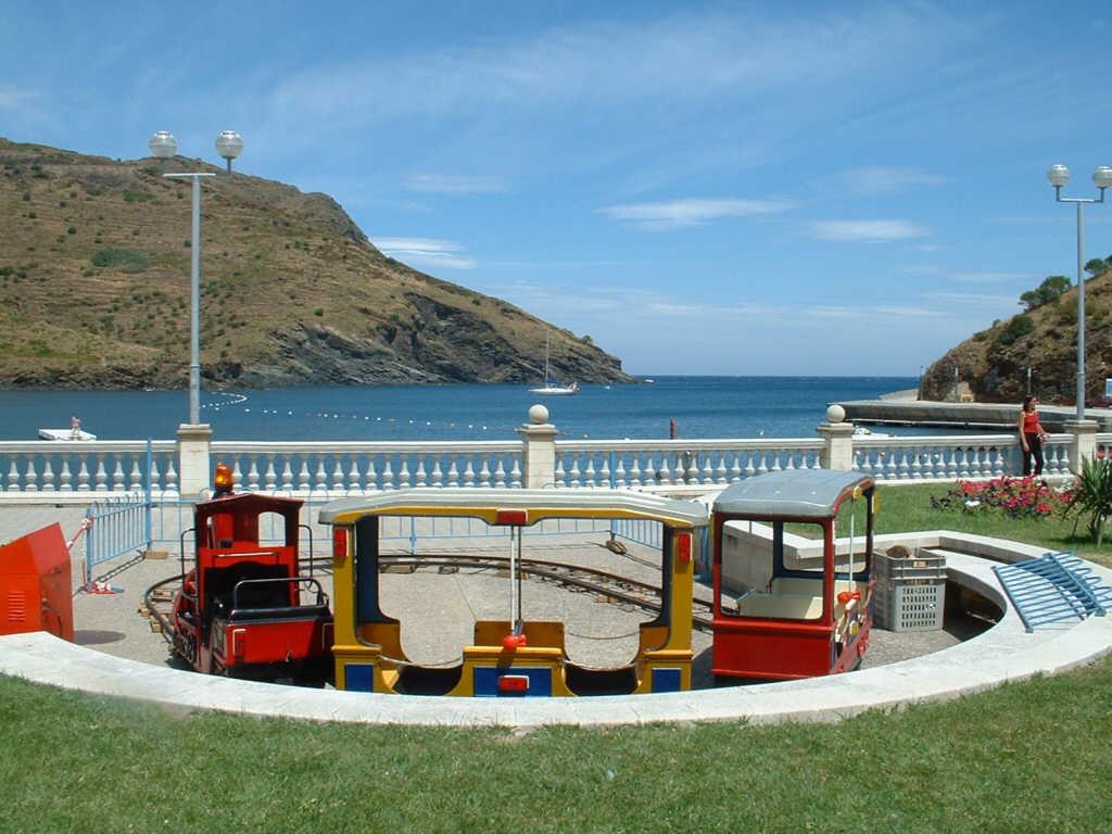 Foto playa Portbou. Espagne, le port de Port bou et la plage