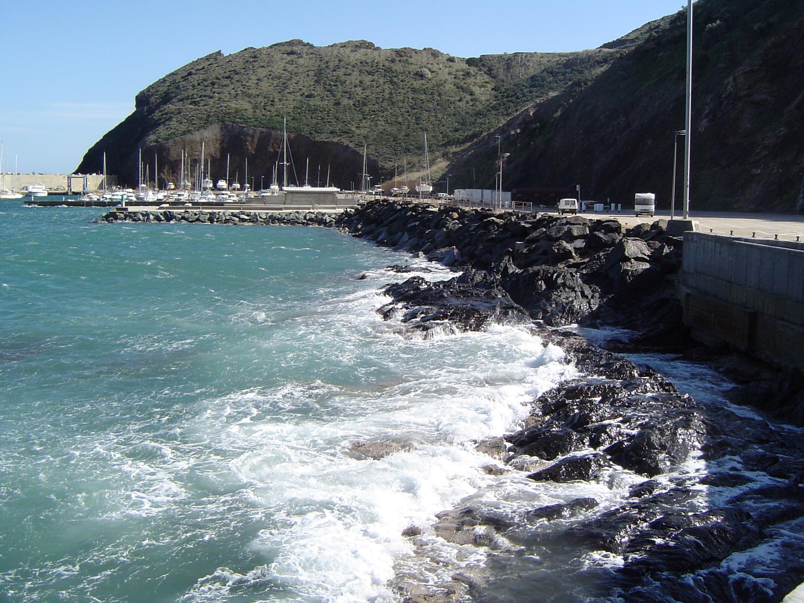 Foto playa Claper. Port esportiu, Portbou