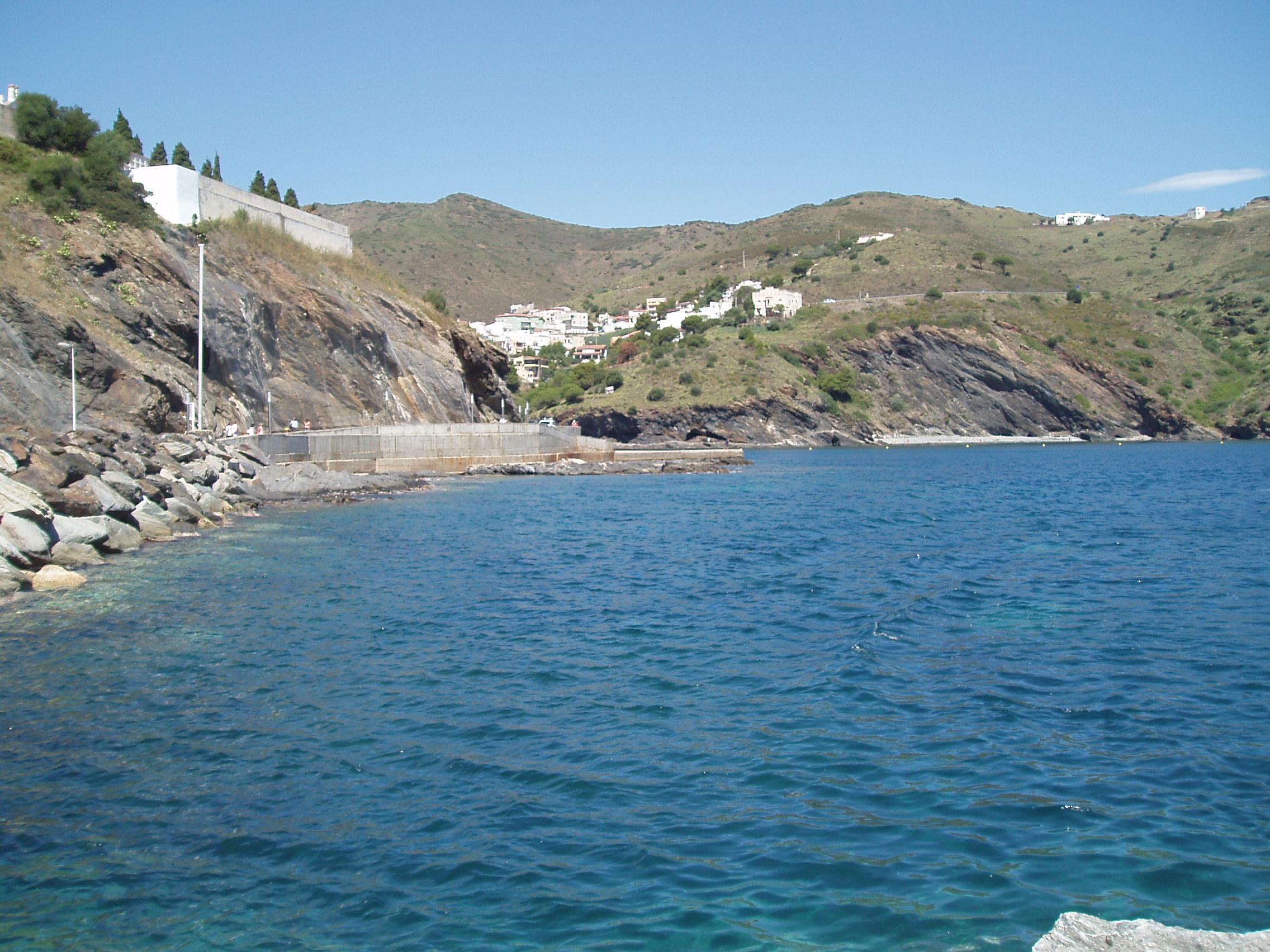 Foto playa Claper. El rompeolas desde el puerto