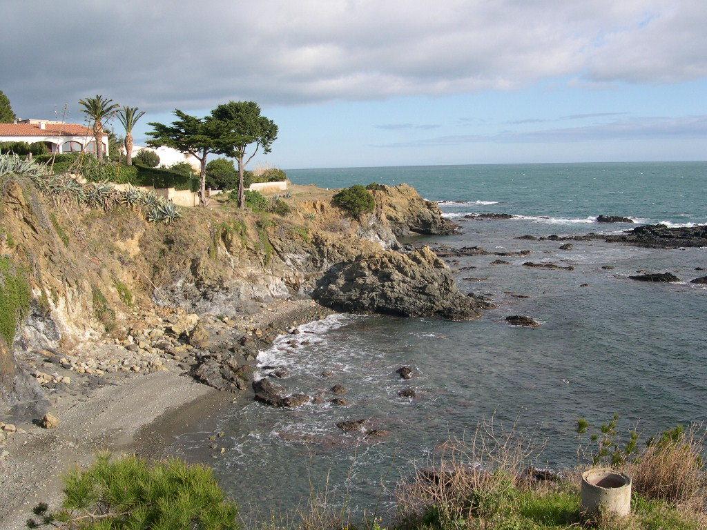 Foto playa Cau del Llop. Acantilado