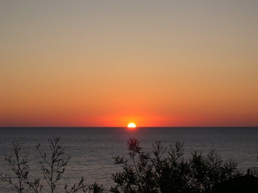 Foto playa Cau del Llop. Amanecer en Llançà