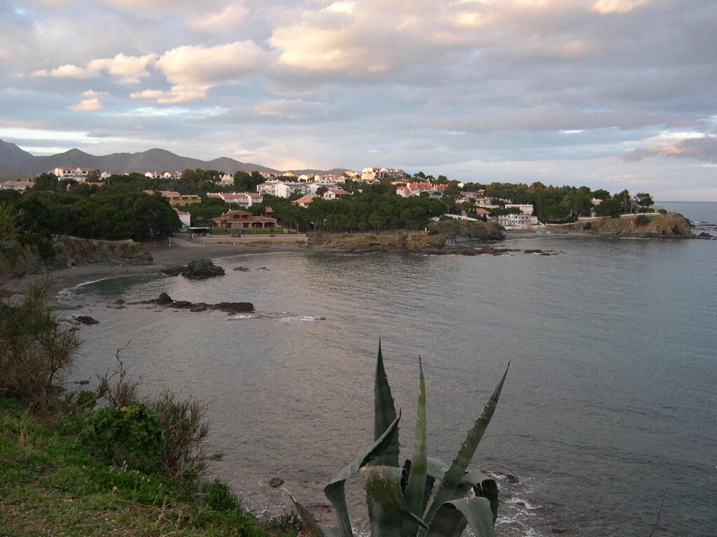 Foto playa Cau del Llop. Punta de la Farella