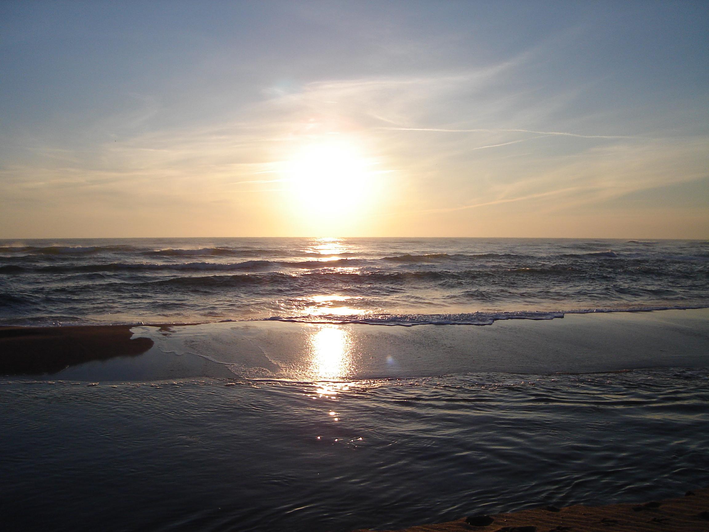 Foto playa Mas Pinell. Explosion de luz