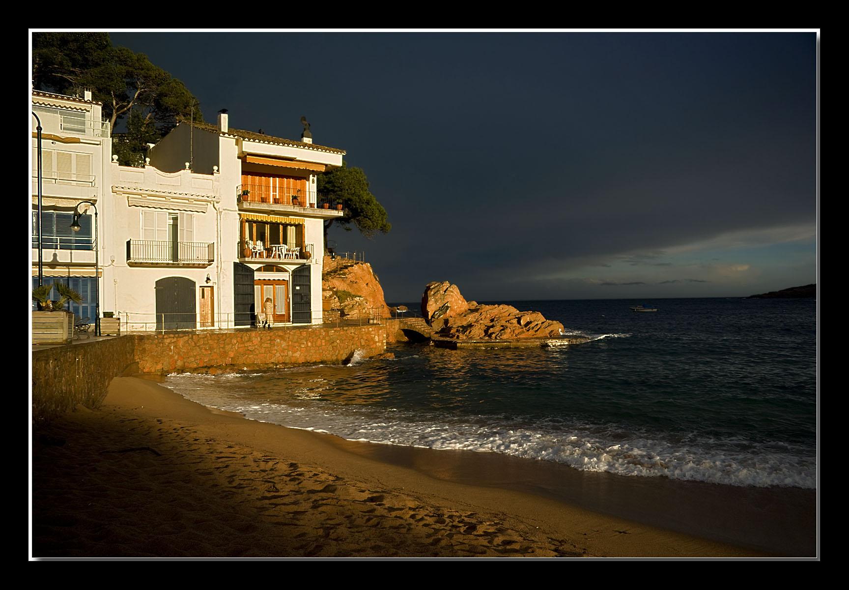 Foto playa Tamariu. Tamariu, after the thunderstorm