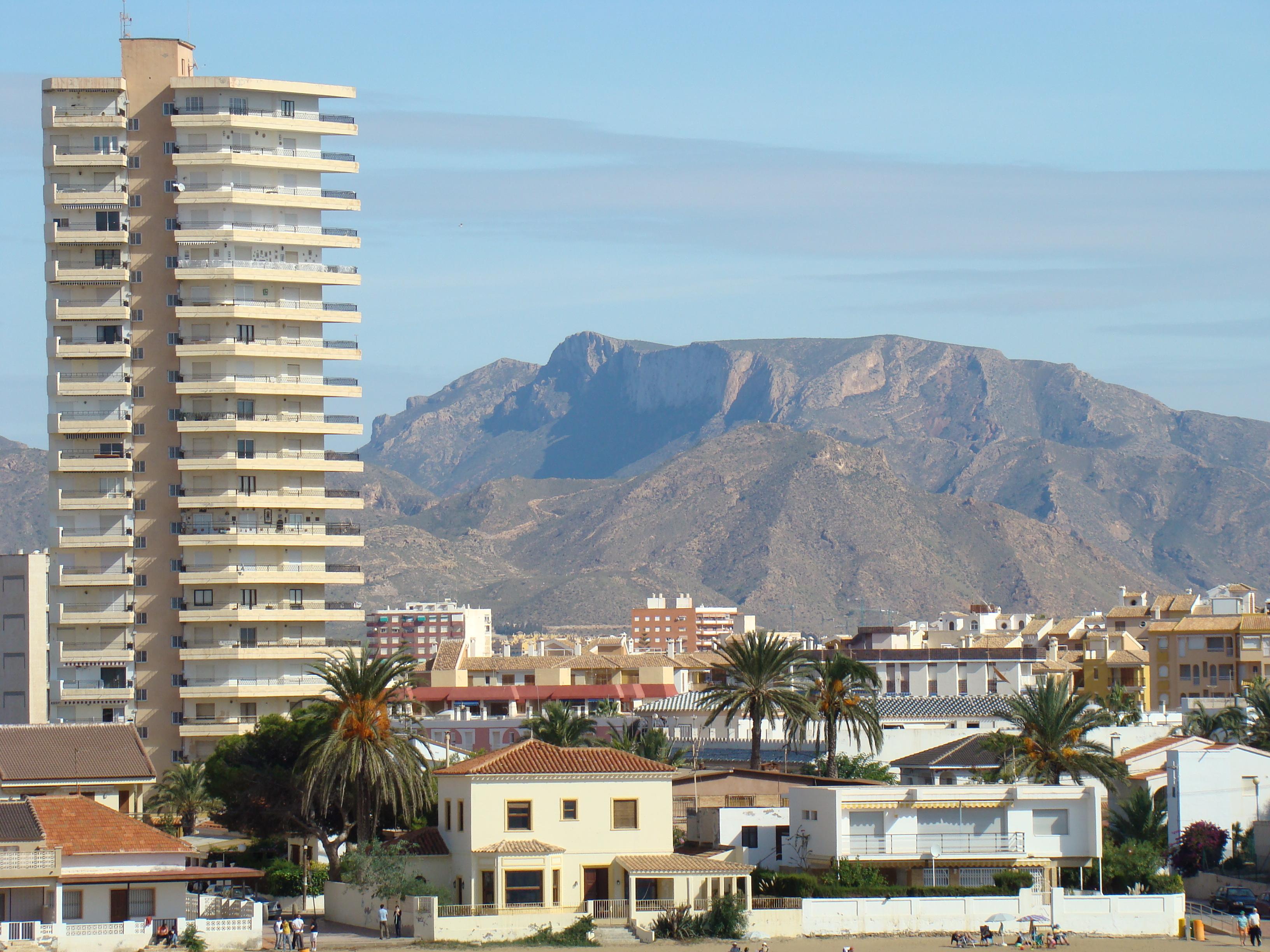 Foto playa El Castell. Peñas blancas