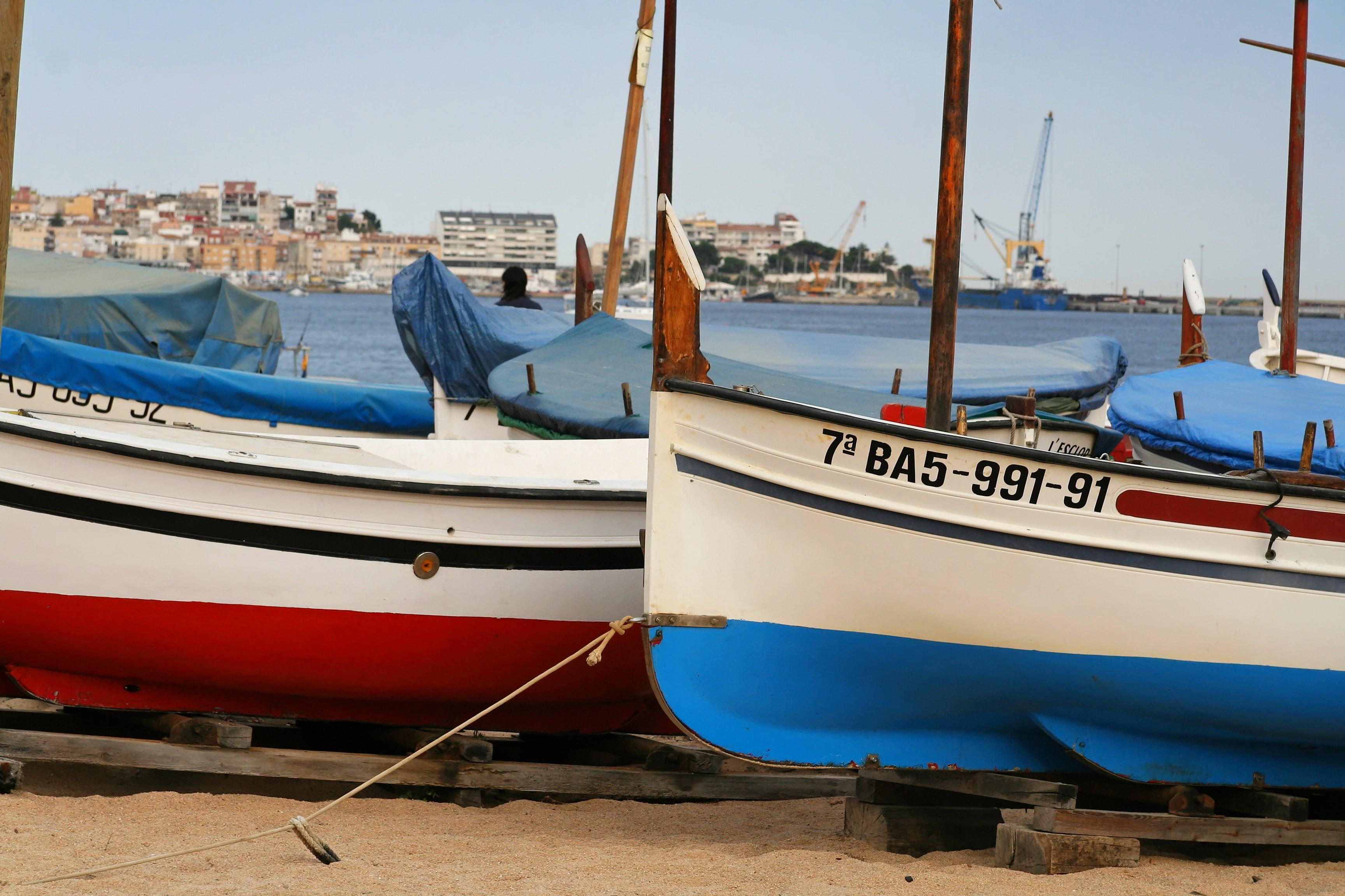 Foto playa Cala de la Roca del Paller. Sant Antoni de Calonge - Bateau sur la plage