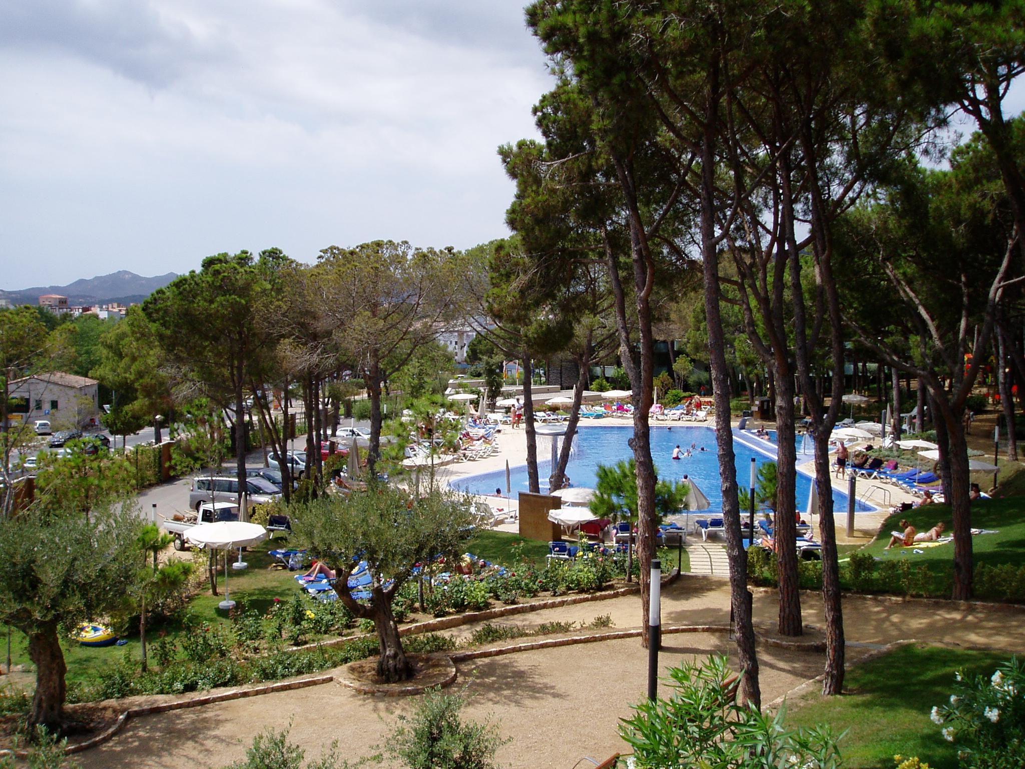 Foto playa Comptat de Sant Jordi / Condado de Sant Jordi. Hotel Ciutat de Palol, piscina i gavines
