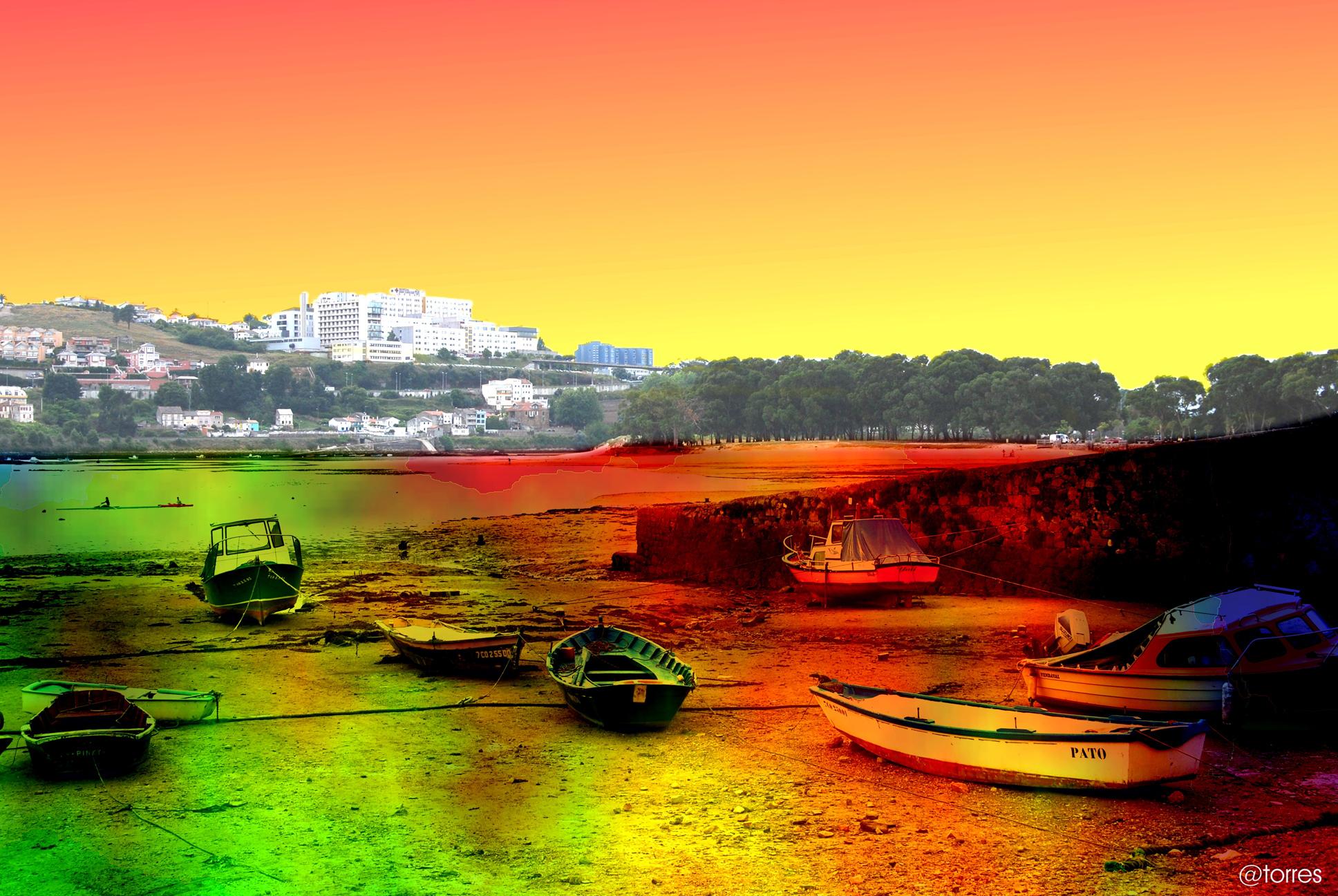 Foto playa Santa Cristina. Embarcaciones varadas en la playa de Santa Cristina.