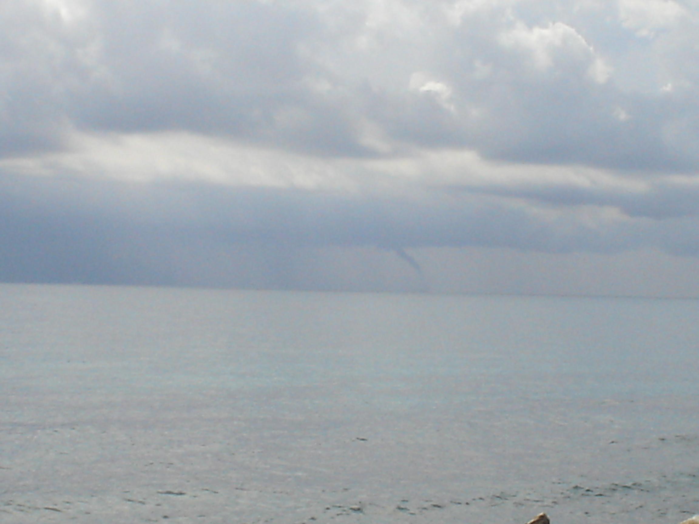 Foto playa Les Barques / Las Barcas. Tornado en Mataró, 18/9/2006
