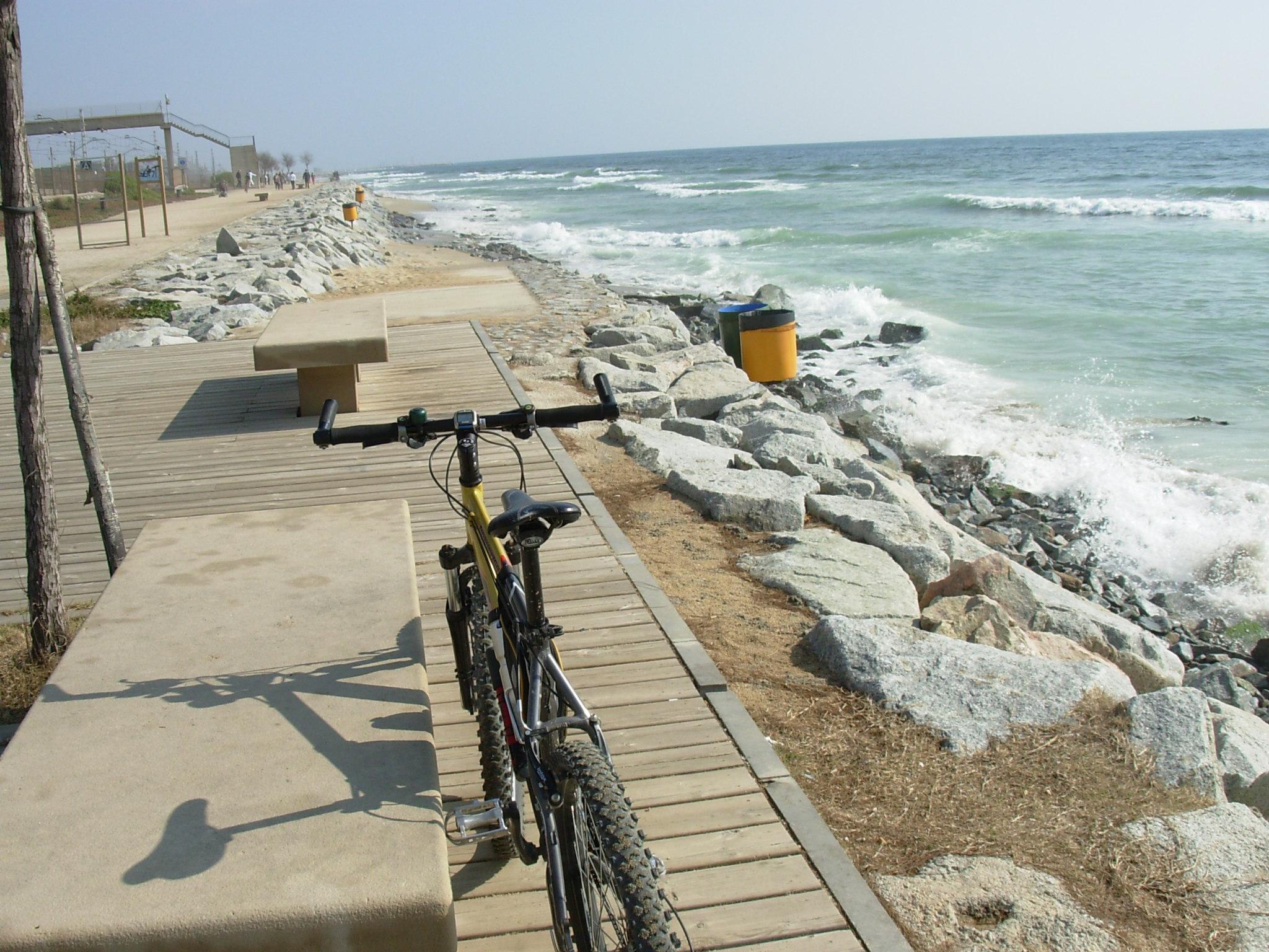 Foto playa Platja de Ponent / Poniente . Camino a Premia de Mar