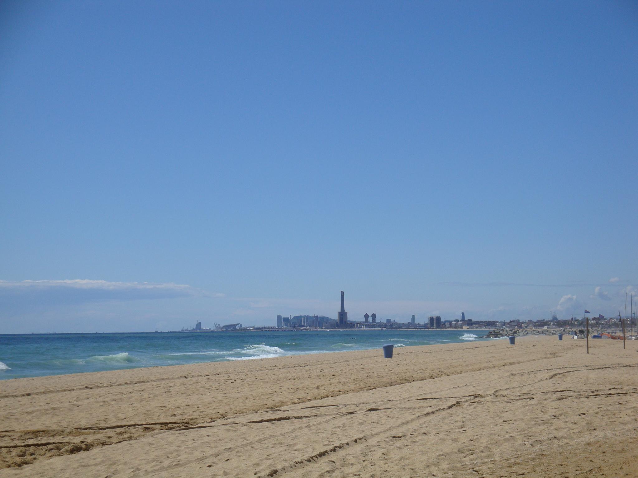 Foto playa Sant Joan. Badalona i Barcelona des de Montgat