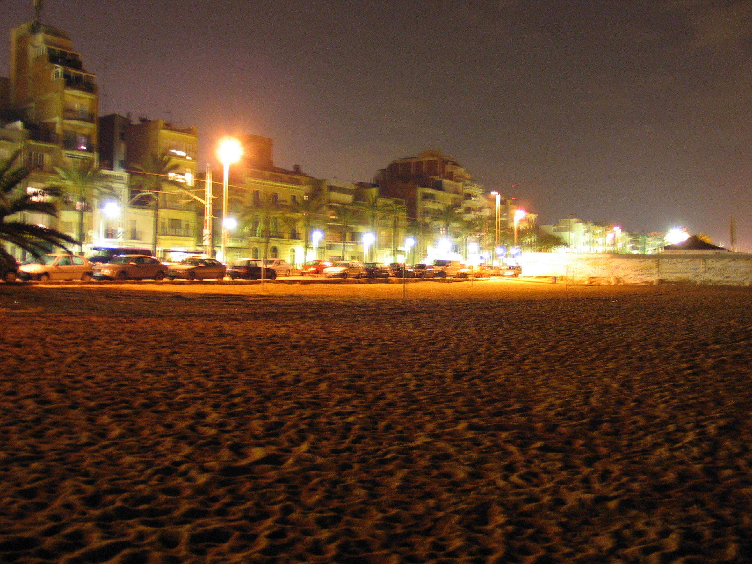 Foto playa Platja de l'Estació. Badalona Beach by night
