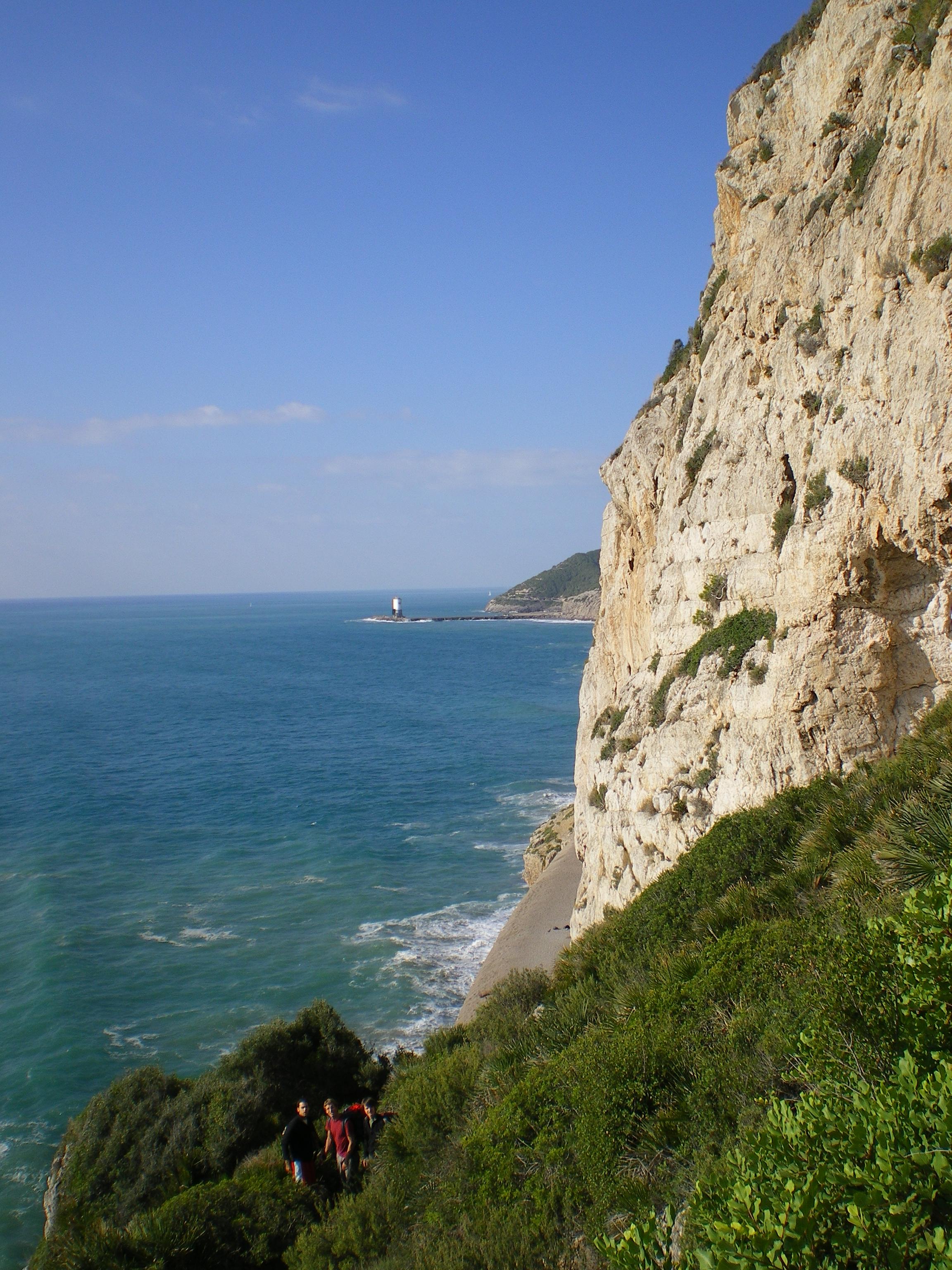 Foto playa Cala Vallcarca. Escalando en Garraf