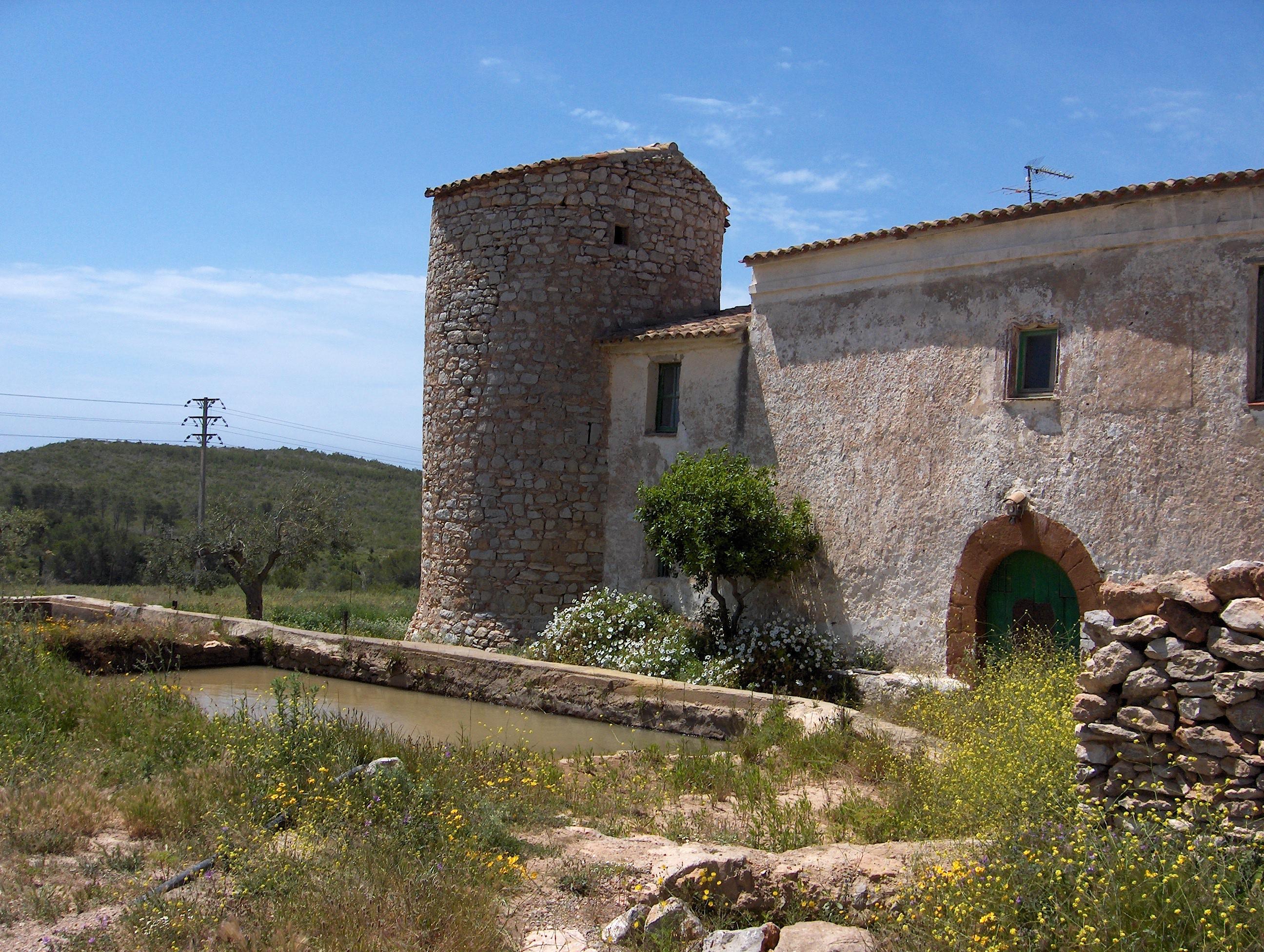 Foto playa Els Balmins. Torre de defensa