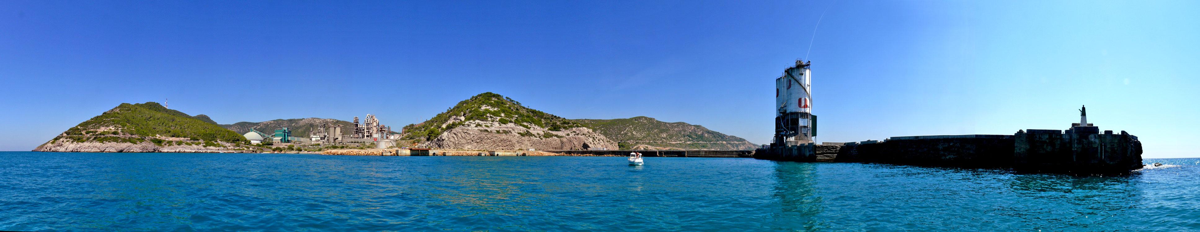 Foto playa La Fragata. Panoràmica des del port de Vallcarca
