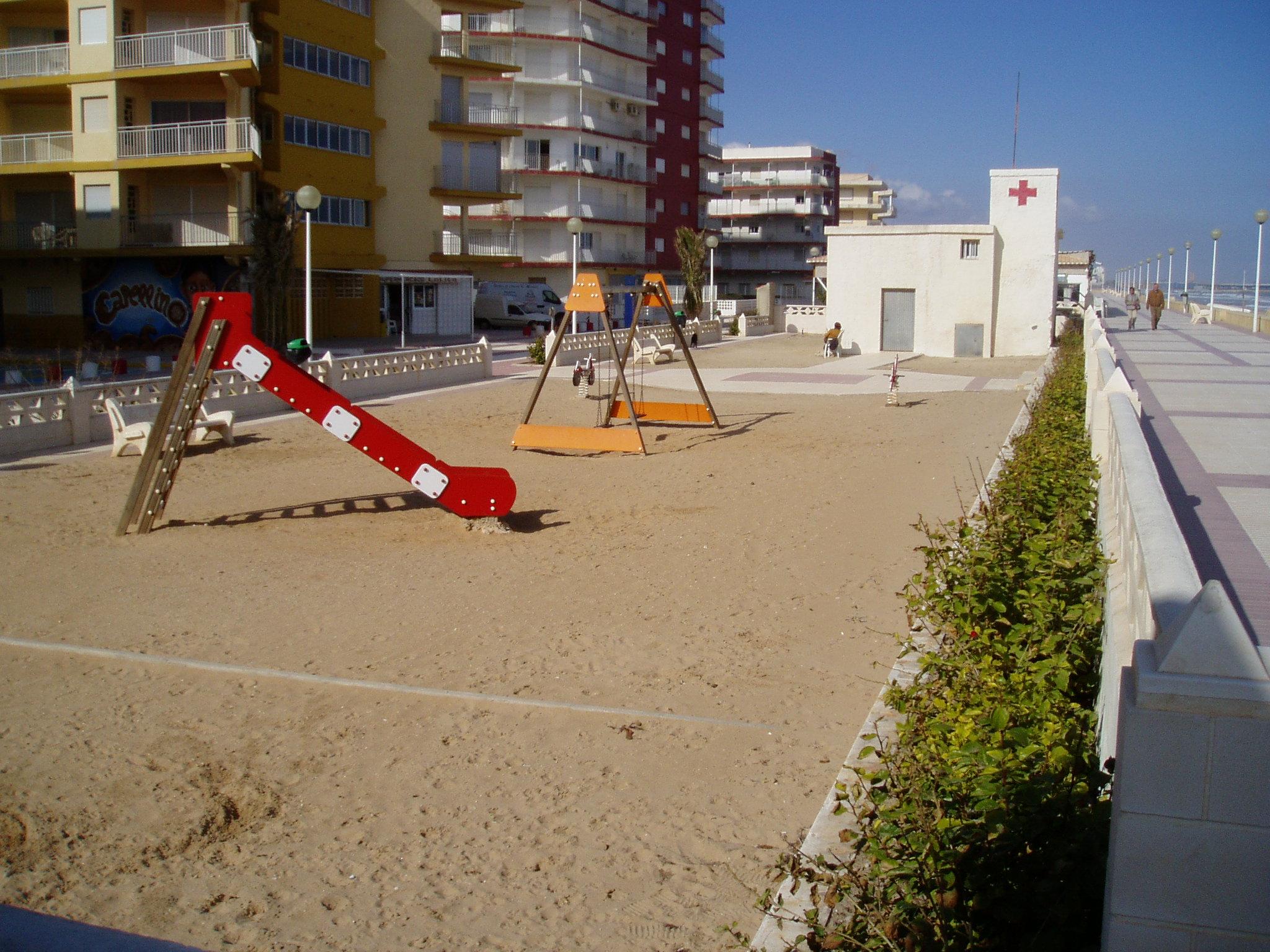 Foto playa Guardamar. Parque al lado del Restaurante Daimuz