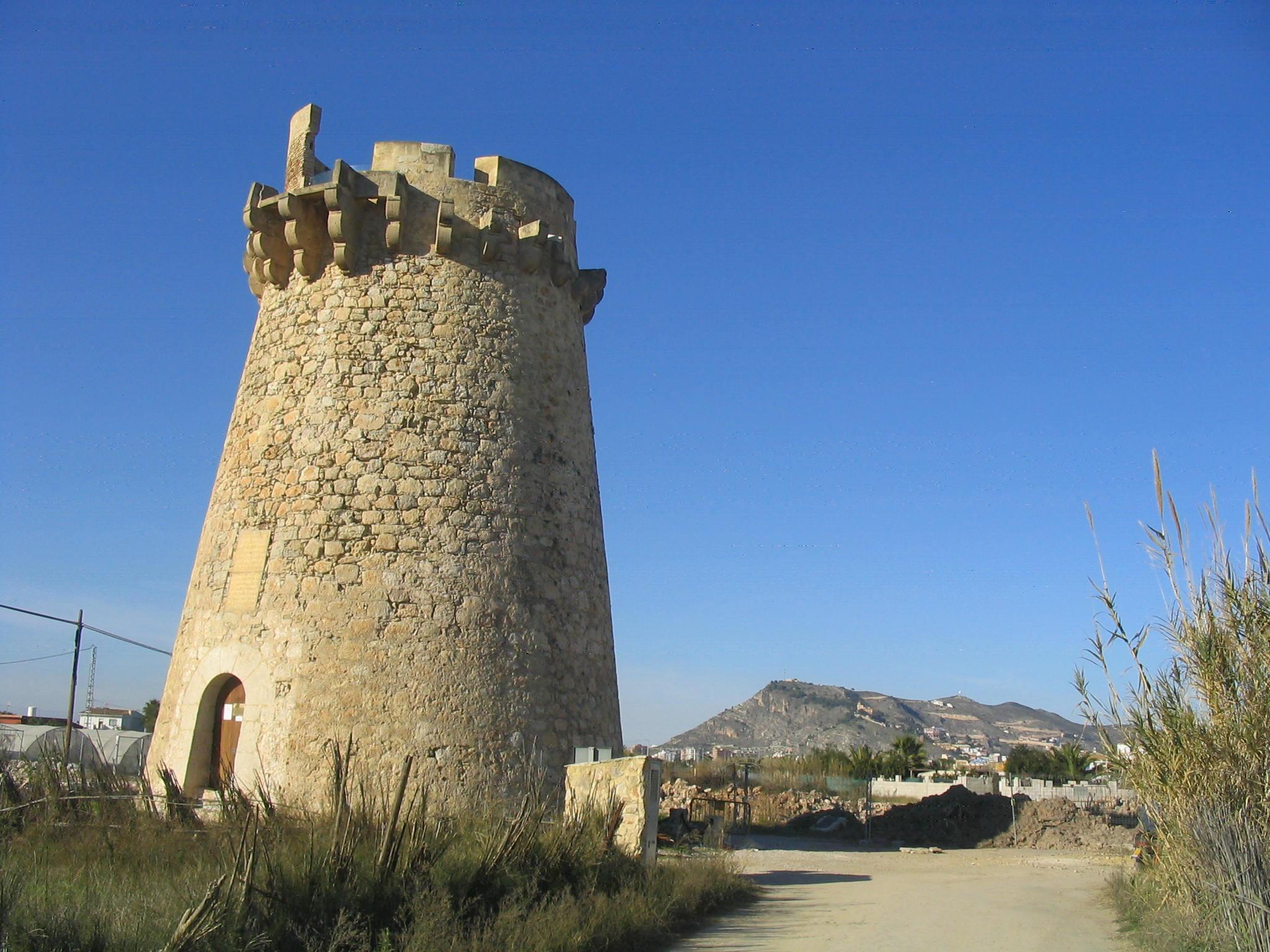 Foto playa El Marenyet. Torre del Marenyet; al fondo la montaña de Cullera (Valencia)